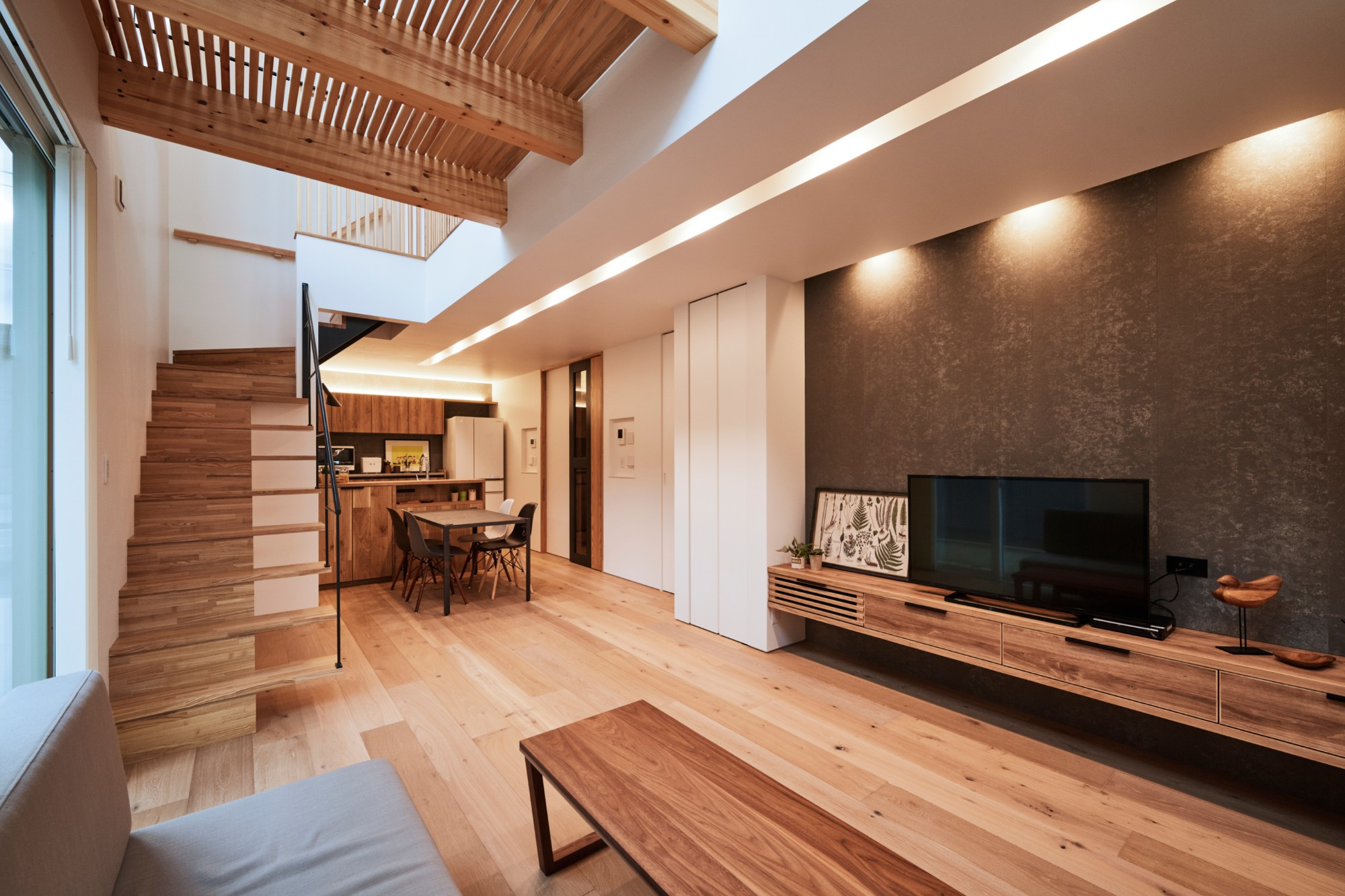 DETAIL HOME(ディテールホーム)「コンパクトにデザインする家」のシンプル・ナチュラルなリビング・ダイニングの実例写真