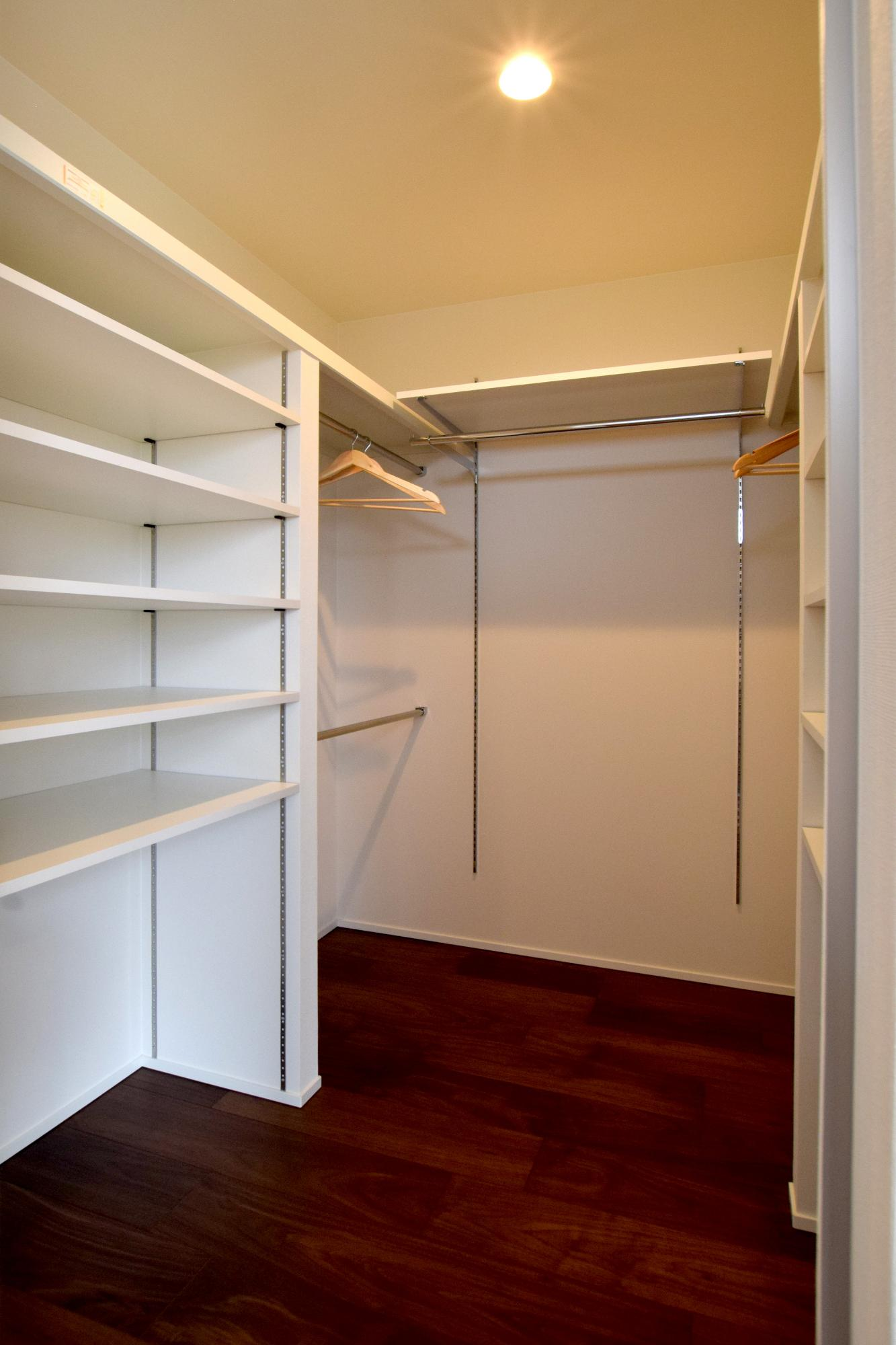 DETAIL HOME(ディテールホーム)「充実収納のスタイリッシュハウス」のモダン・和風・和モダンな収納スペースの実例写真