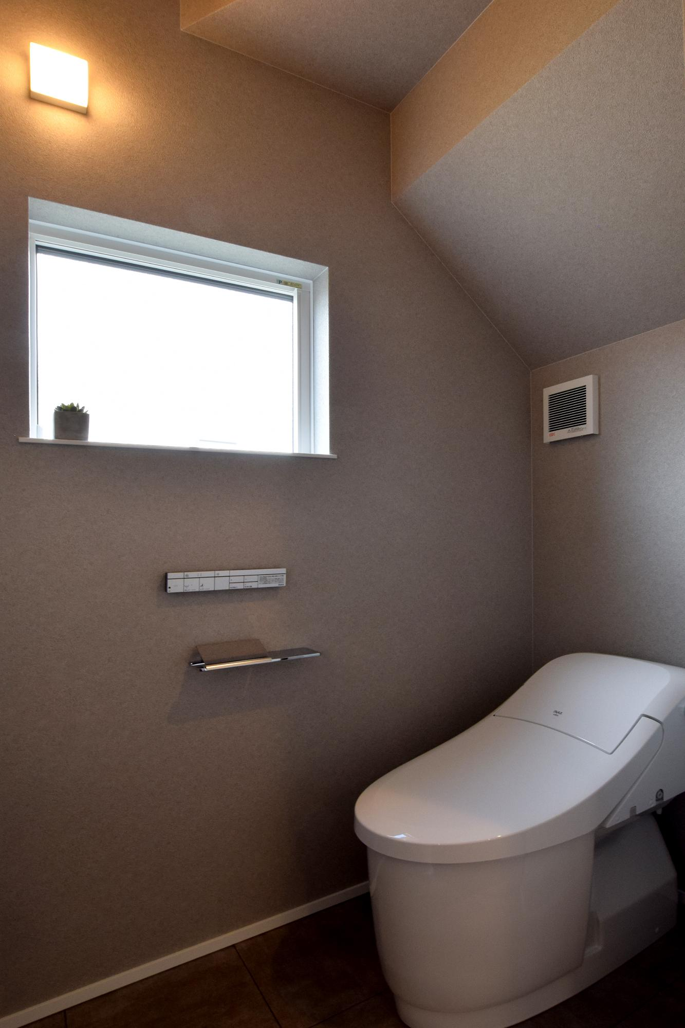 DETAIL HOME(ディテールホーム)「充実収納のスタイリッシュハウス」のモダン・和風・和モダンなトイレの実例写真