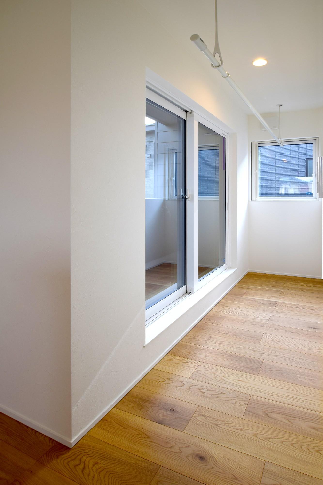 DETAIL HOME(ディテールホーム)「オークを基調としたナチュラルモダンな家」のシンプル・ナチュラルな洗面所・脱衣所の実例写真