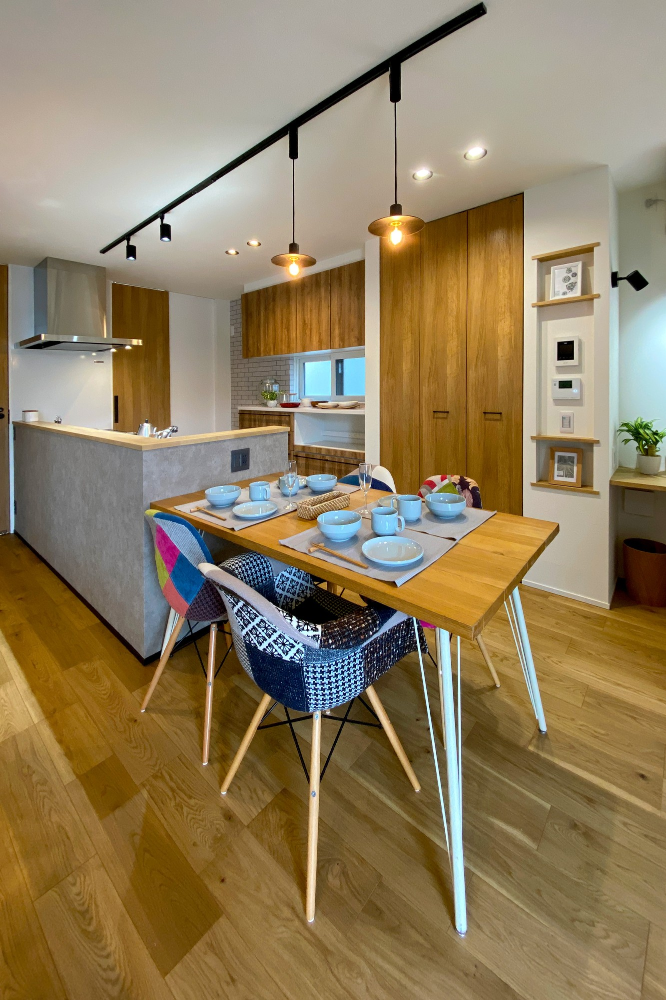 DETAIL HOME(ディテールホーム)「オークを基調としたナチュラルモダンな家」のシンプル・ナチュラルなキッチンの実例写真