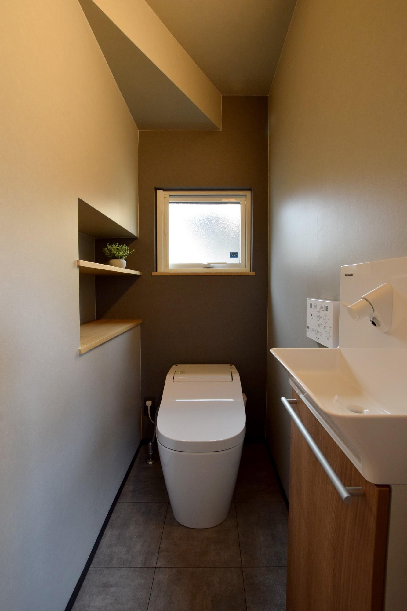 DETAIL HOME(ディテールホーム)「オークを基調としたナチュラルモダンな家」のシンプル・ナチュラルなトイレの実例写真