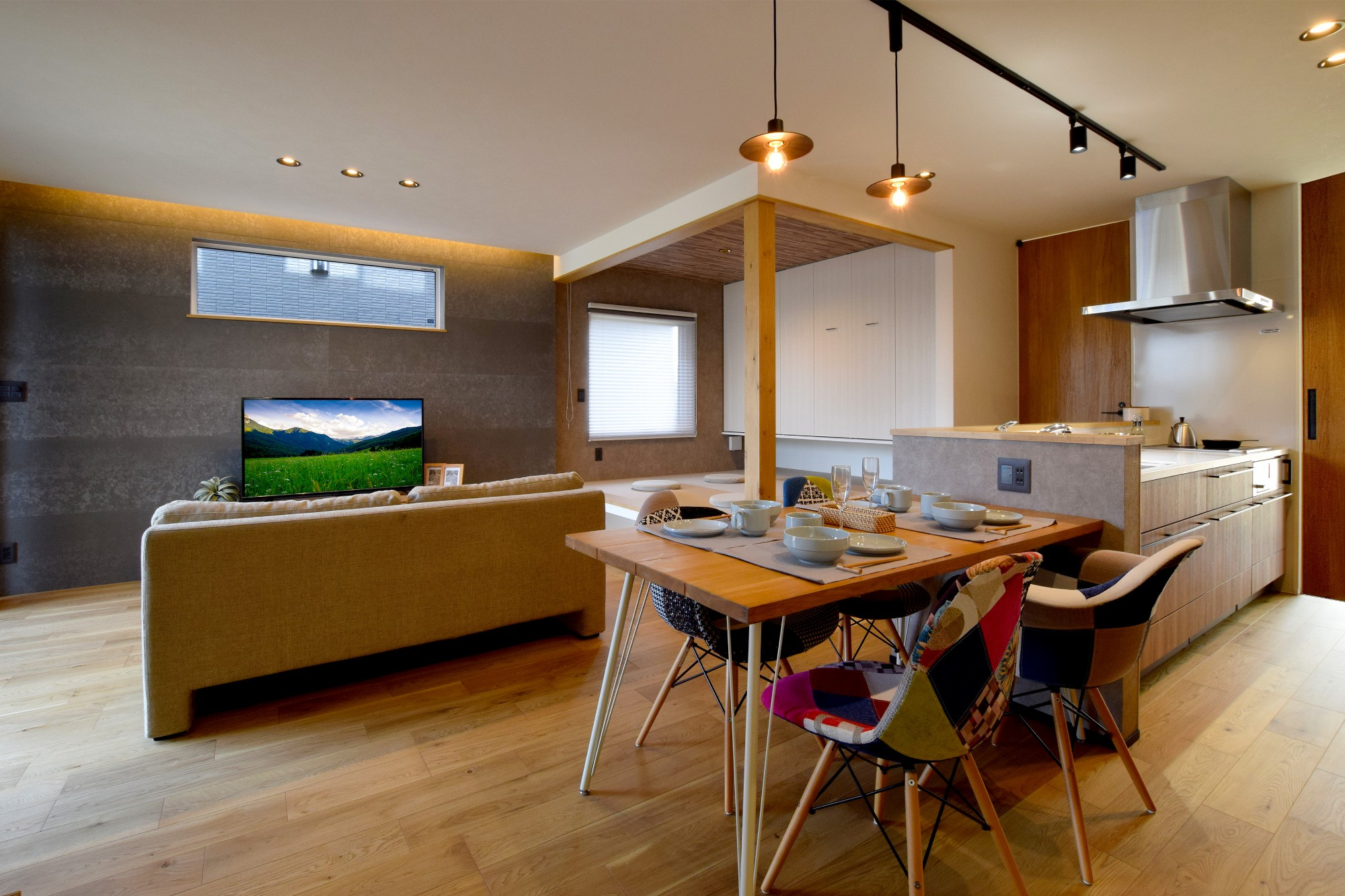 DETAIL HOME(ディテールホーム)「オークを基調としたナチュラルモダンな家」のシンプル・ナチュラルなリビング・ダイニングの実例写真