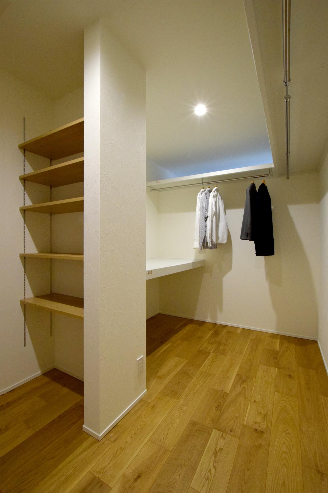 DETAIL HOME(ディテールホーム)「オークを基調としたナチュラルモダンな家」のシンプル・ナチュラルな収納スペースの実例写真