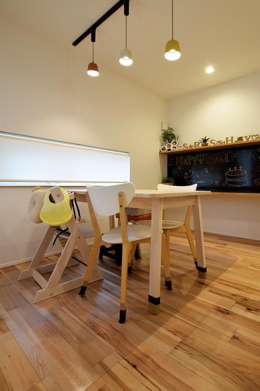 DETAIL HOME(ディテールホーム)「KAJIRAKU NATURAL case.32」のシンプル・ナチュラルな居室の実例写真