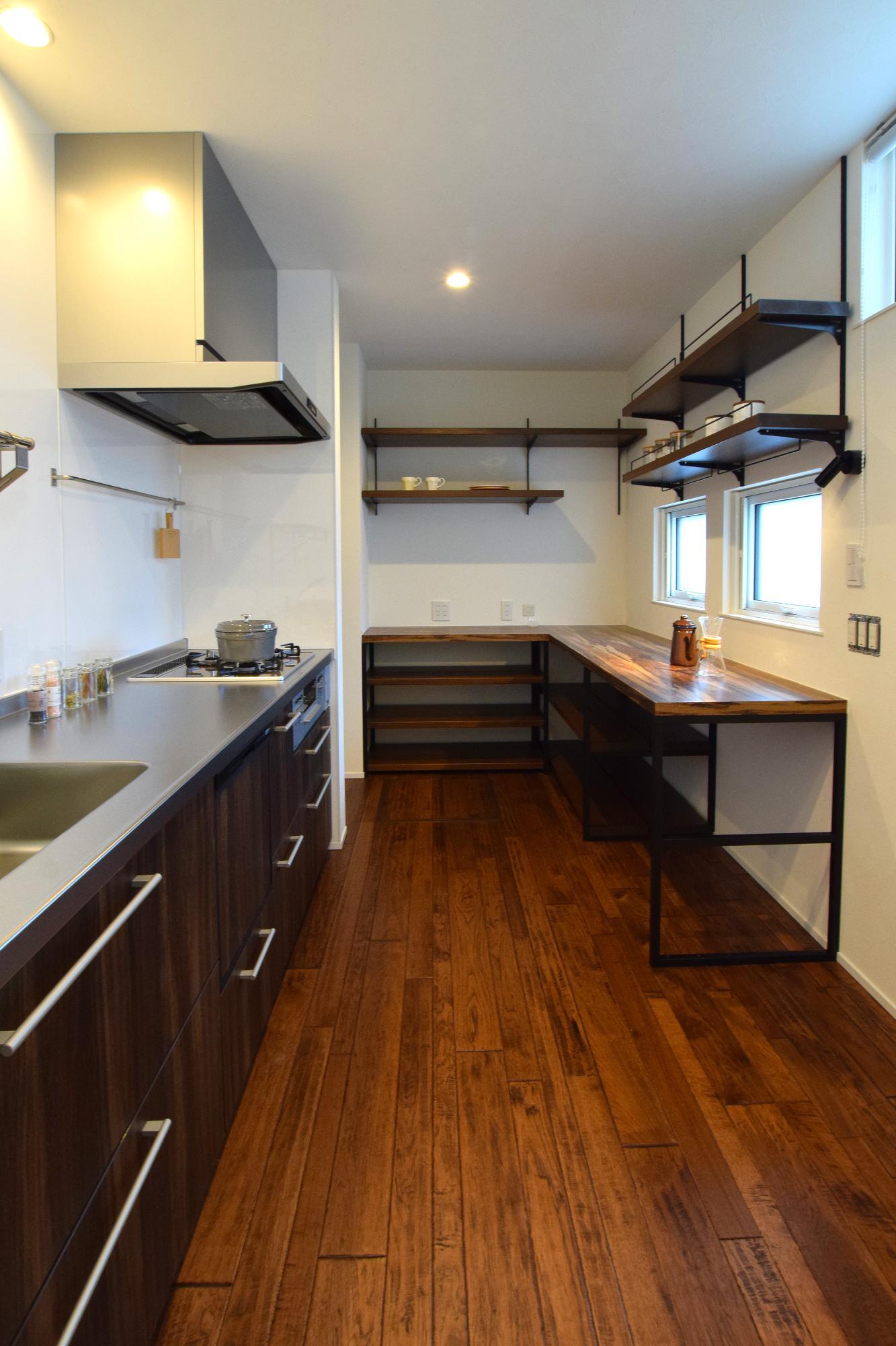 DETAIL HOME(ディテールホーム)「趣味を楽しむ家」のシンプル・ナチュラル・モダンなキッチンの実例写真