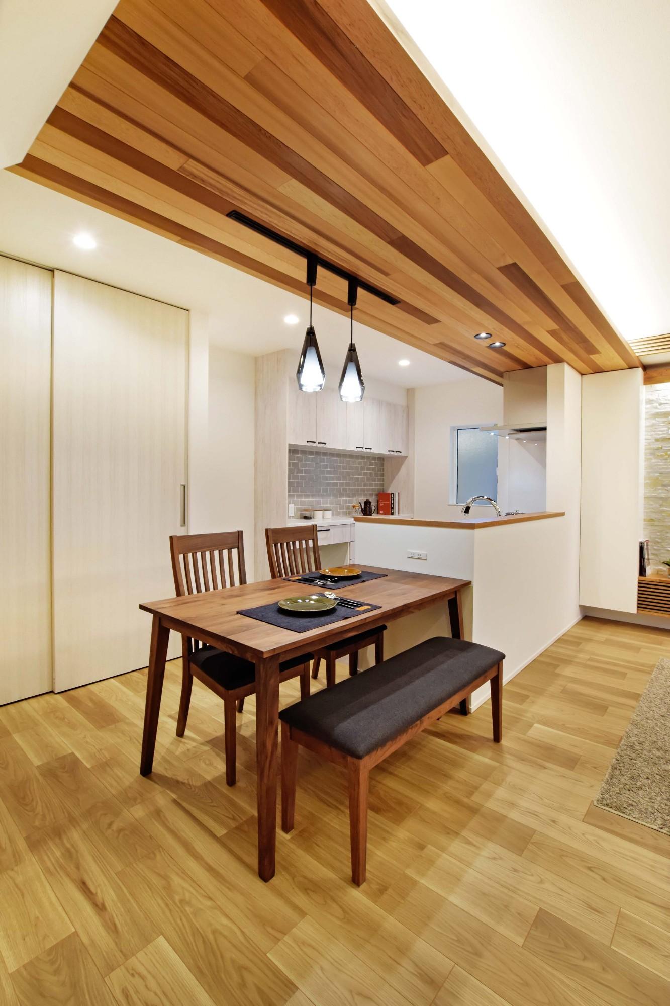 DETAIL HOME(ディテールホーム)「和と洋の溶け合う心地いい暮らし」の和風・和モダンなリビング・ダイニングの実例写真