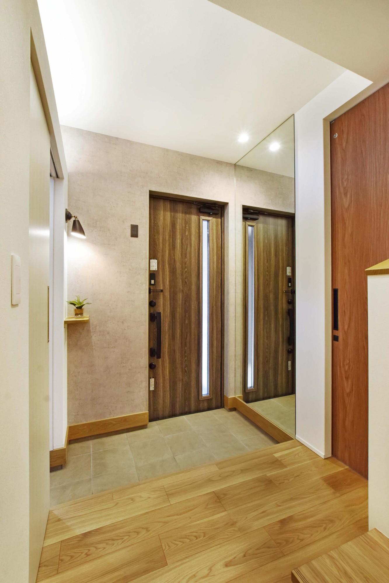 DETAIL HOME(ディテールホーム)「和と洋の溶け合う心地いい暮らし」の和風・和モダンな玄関の実例写真
