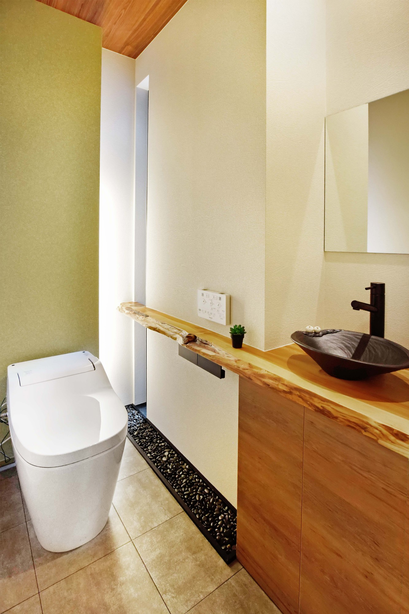 DETAIL HOME(ディテールホーム)「和と洋の溶け合う心地いい暮らし」の和風・和モダンなトイレの実例写真