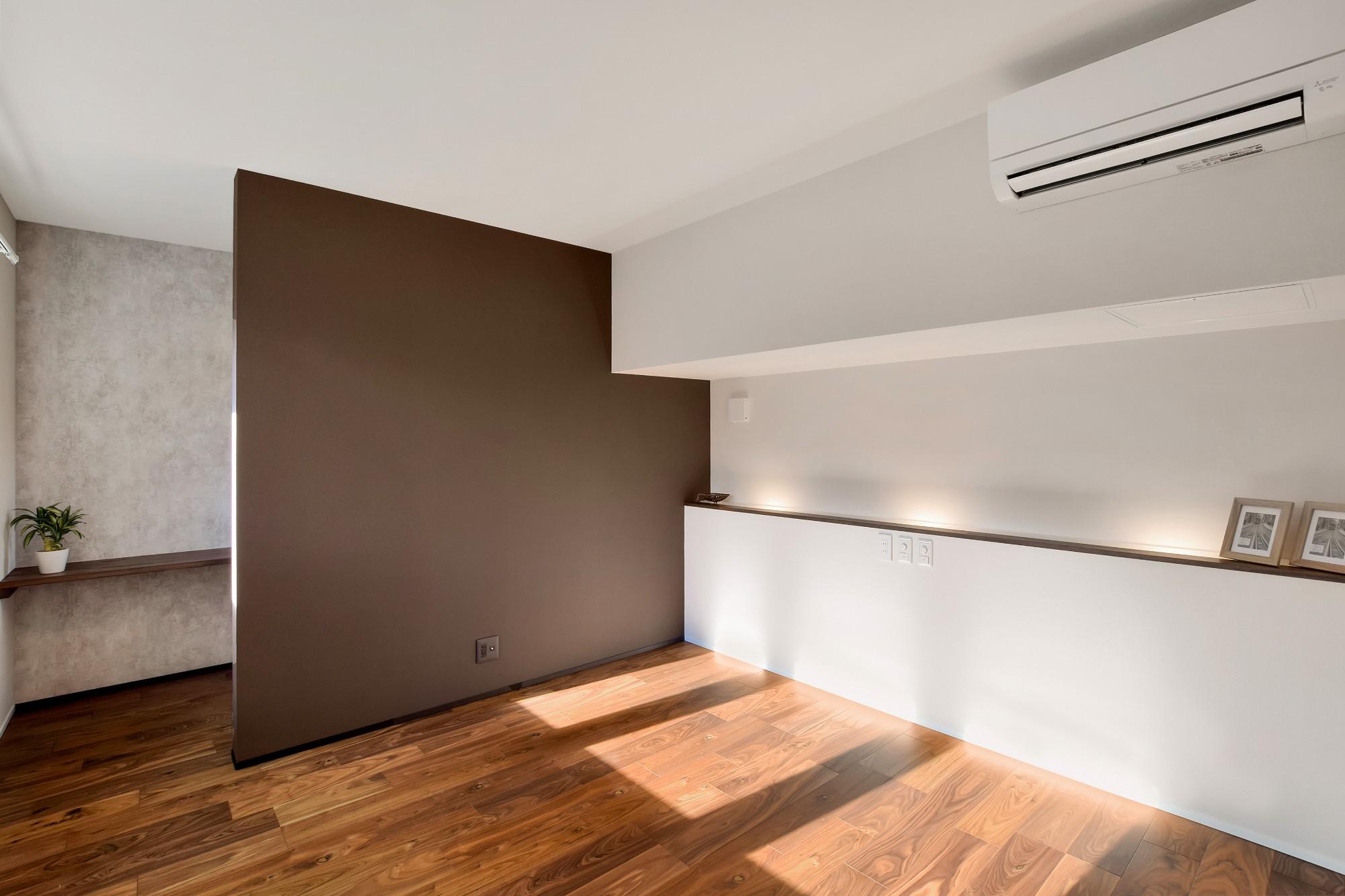 DETAIL HOME(ディテールホーム)「L字型LDKとプライベートデッキのある生活」のシンプル・ナチュラルな居室の実例写真