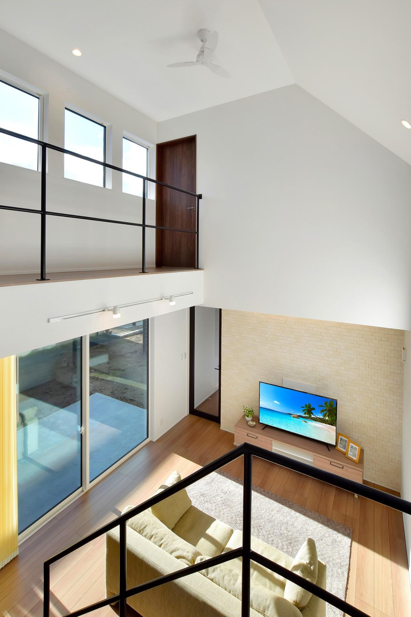 DETAIL HOME(ディテールホーム)「L字型LDKとプライベートデッキのある生活」のシンプル・ナチュラルな廊下の実例写真