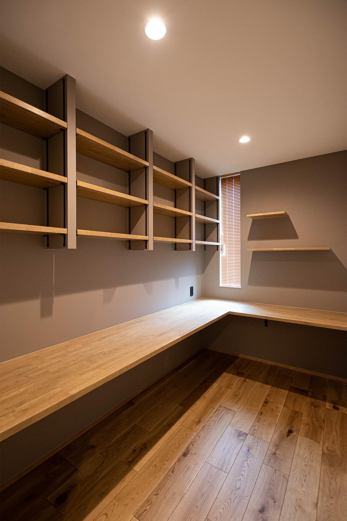 DETAIL HOME(ディテールホーム)「縦横の広がりをつくる、ツリーと吹抜けのある家」のシンプル・ナチュラルな居室の実例写真