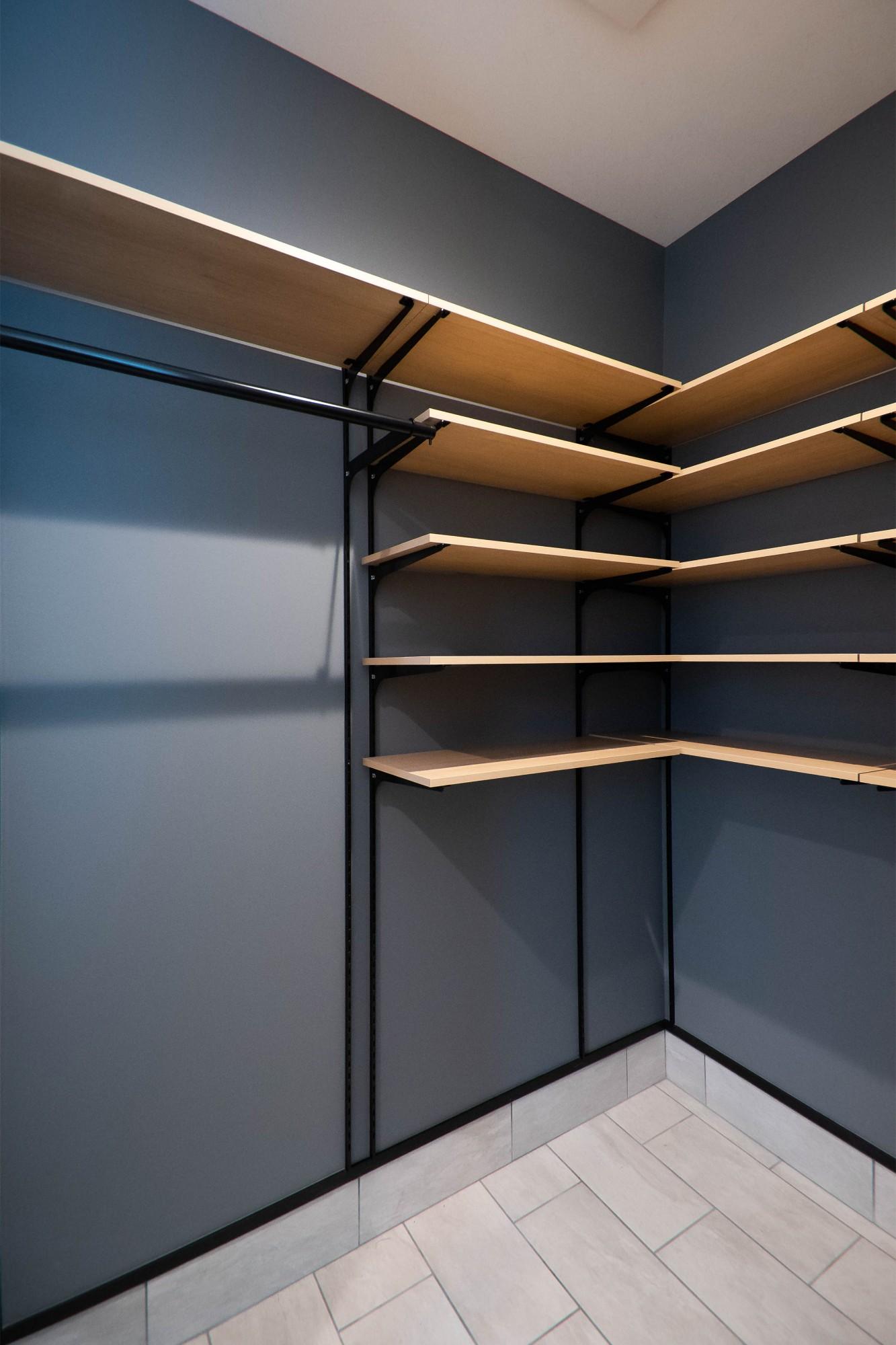 DETAIL HOME(ディテールホーム)「縦横の広がりをつくる、ツリーと吹抜けのある家」のシンプル・ナチュラルな収納スペースの実例写真