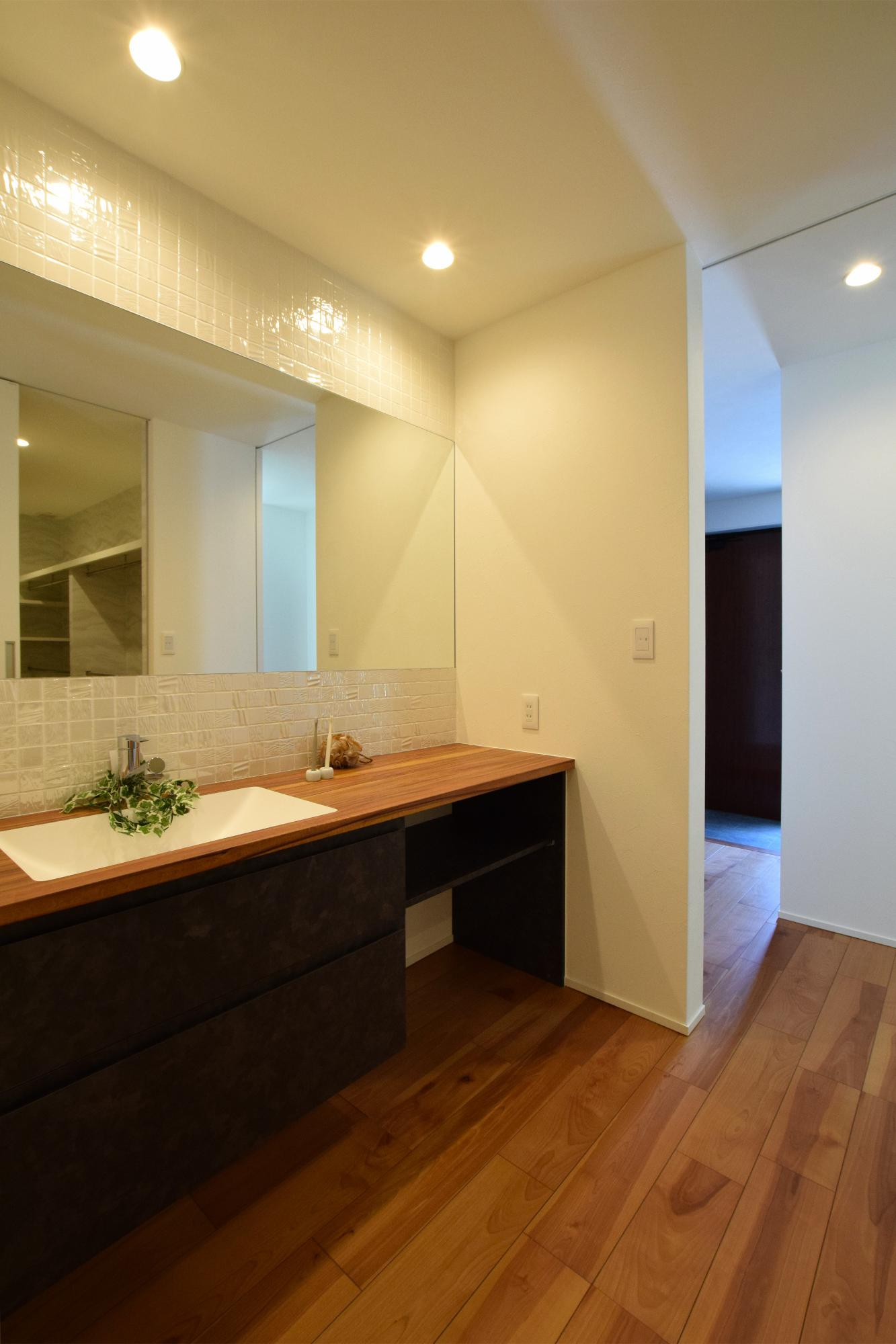 DETAIL HOME(ディテールホーム)「断熱材が2倍の全館空調の家」のシンプル・ナチュラル・モダンな洗面所・脱衣所の実例写真