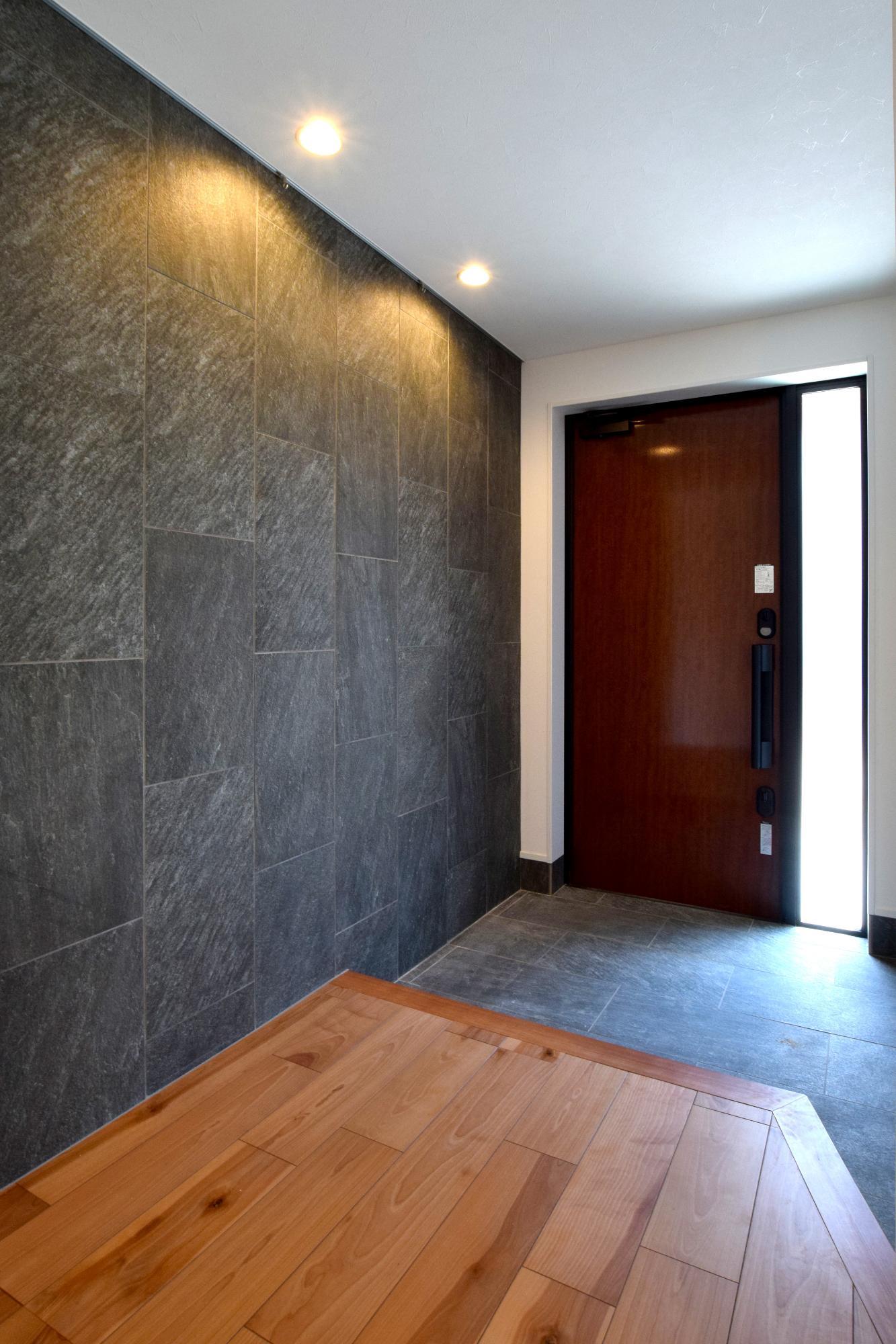 DETAIL HOME(ディテールホーム)「断熱材が2倍の全館空調の家」のシンプル・ナチュラル・モダンな玄関の実例写真