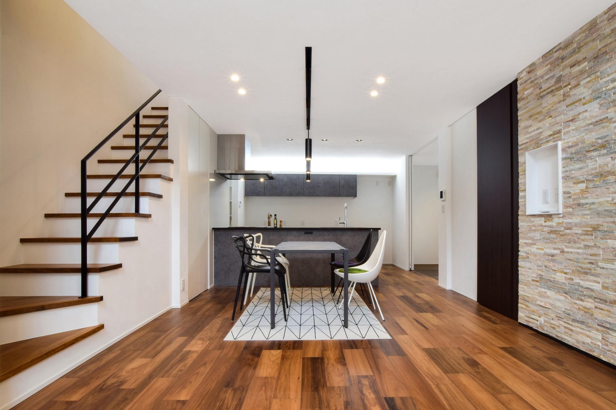 DETAIL HOME(ディテールホーム)「吹抜けのある全館空調の家」のシンプル・ナチュラルなリビング・ダイニングの実例写真