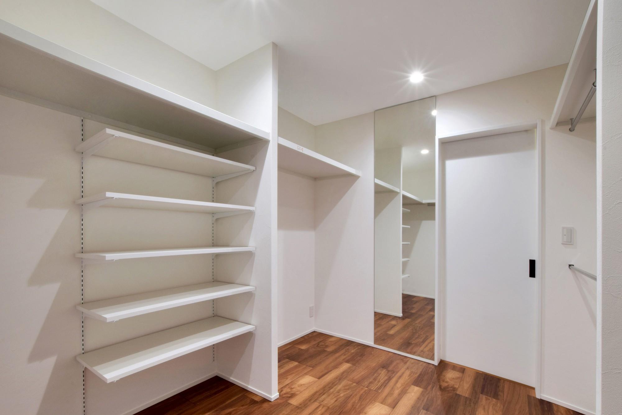 DETAIL HOME(ディテールホーム)「吹抜けのある全館空調の家」のシンプル・ナチュラルな収納スペースの実例写真