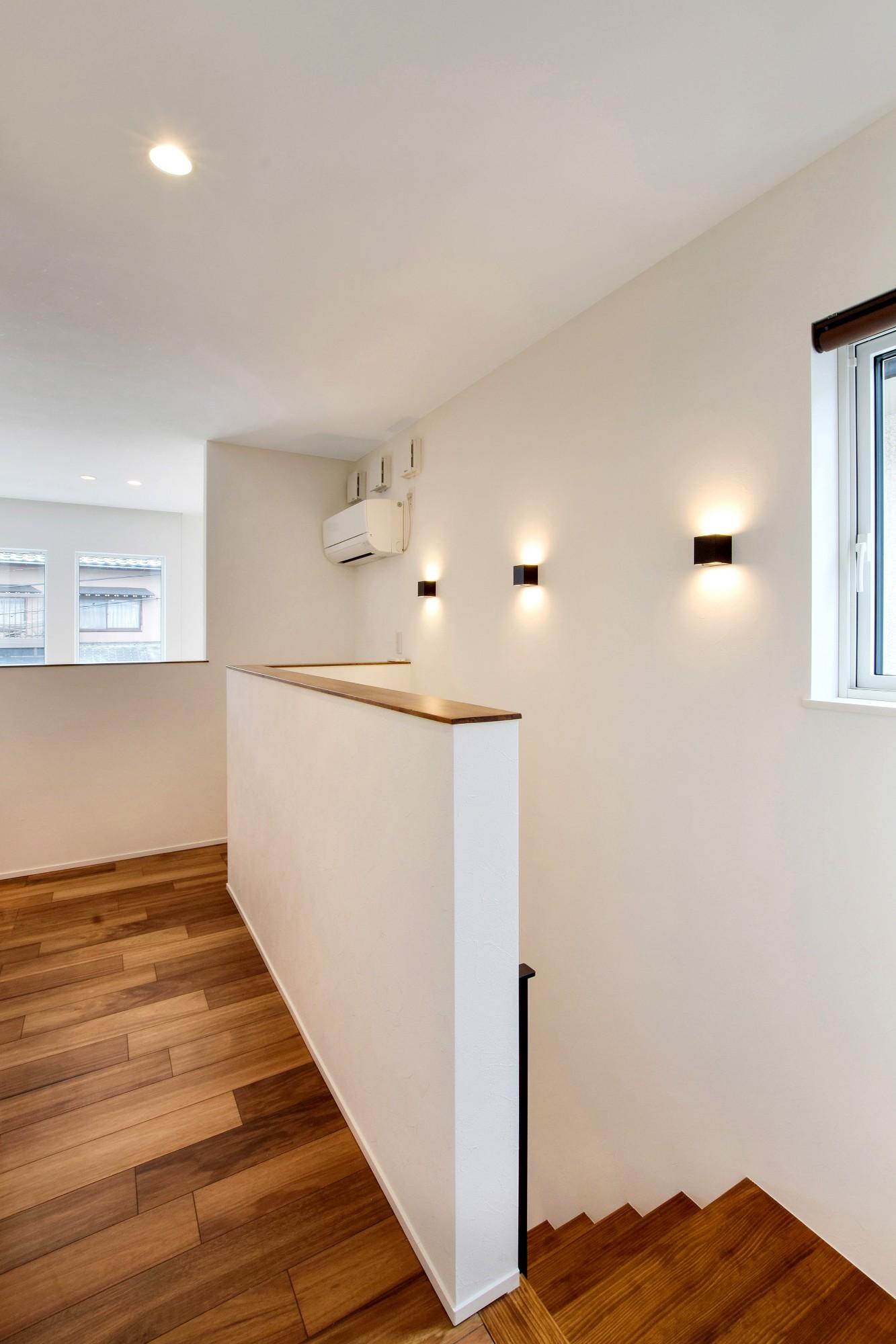 DETAIL HOME(ディテールホーム)「吹抜けのある全館空調の家」のシンプル・ナチュラルな廊下の実例写真