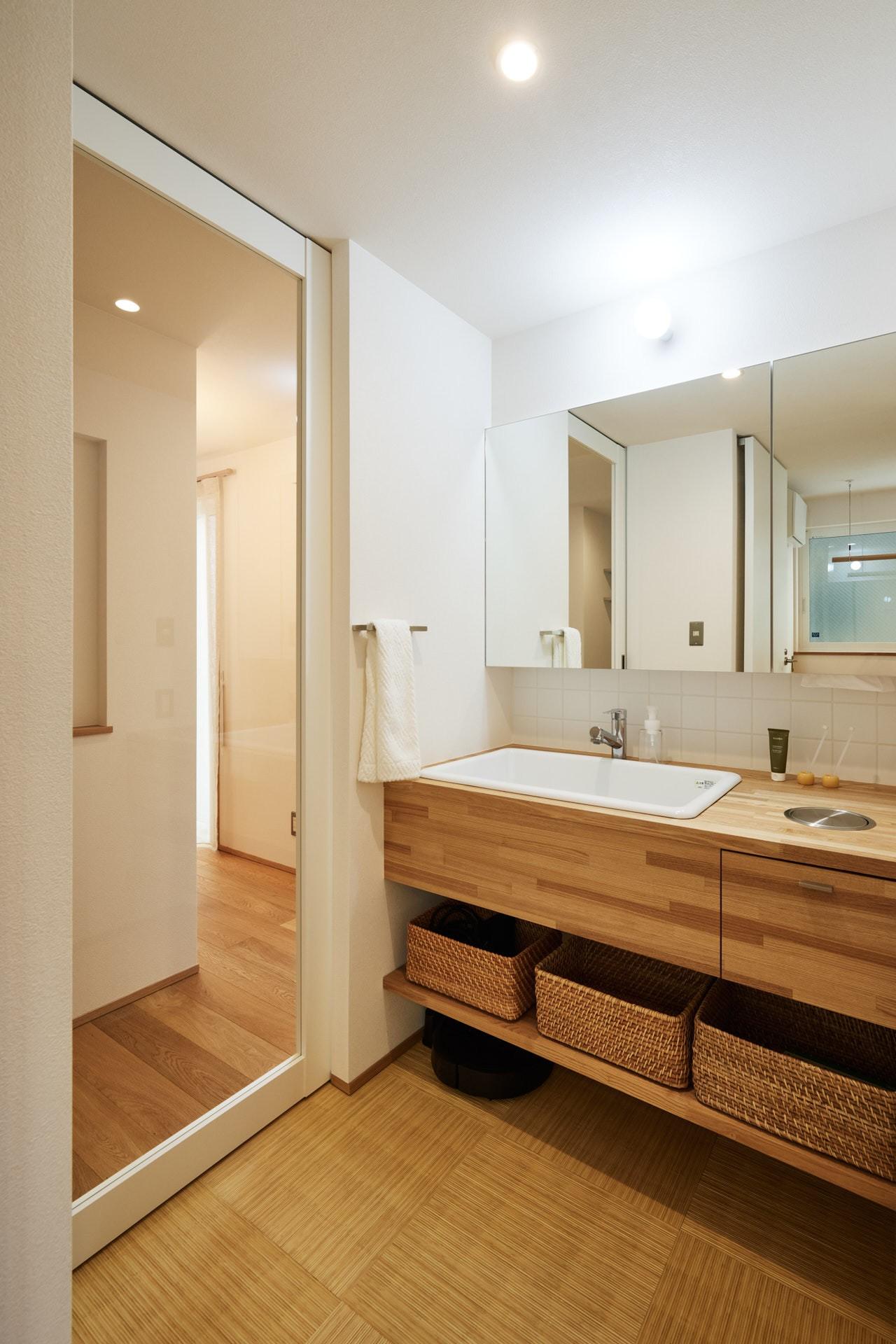 DETAIL HOME(ディテールホーム)「素材を楽しむ小さな家」のシンプル・ナチュラルな洗面所・脱衣所の実例写真
