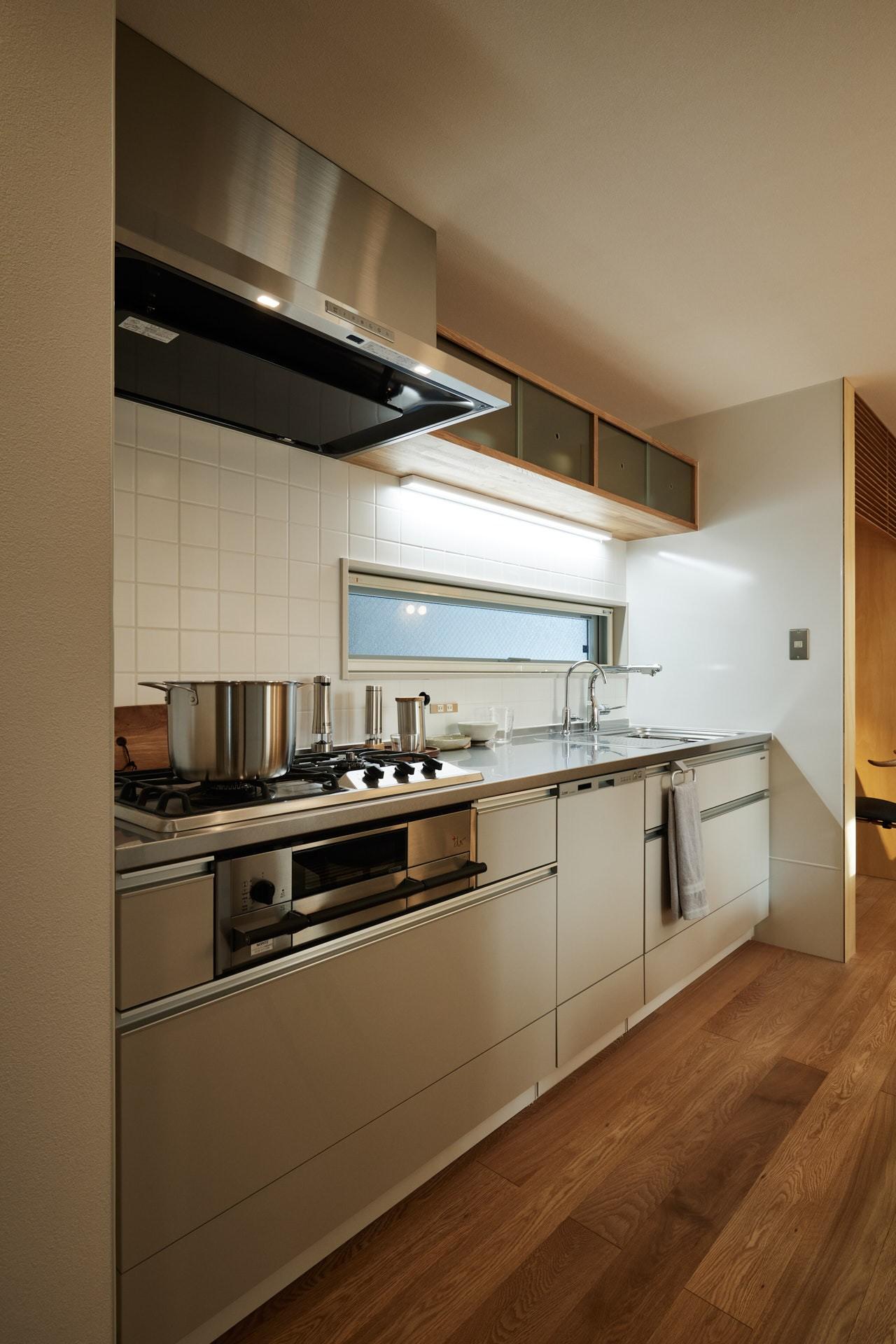DETAIL HOME(ディテールホーム)「素材を楽しむ小さな家」のシンプル・ナチュラルなキッチンの実例写真