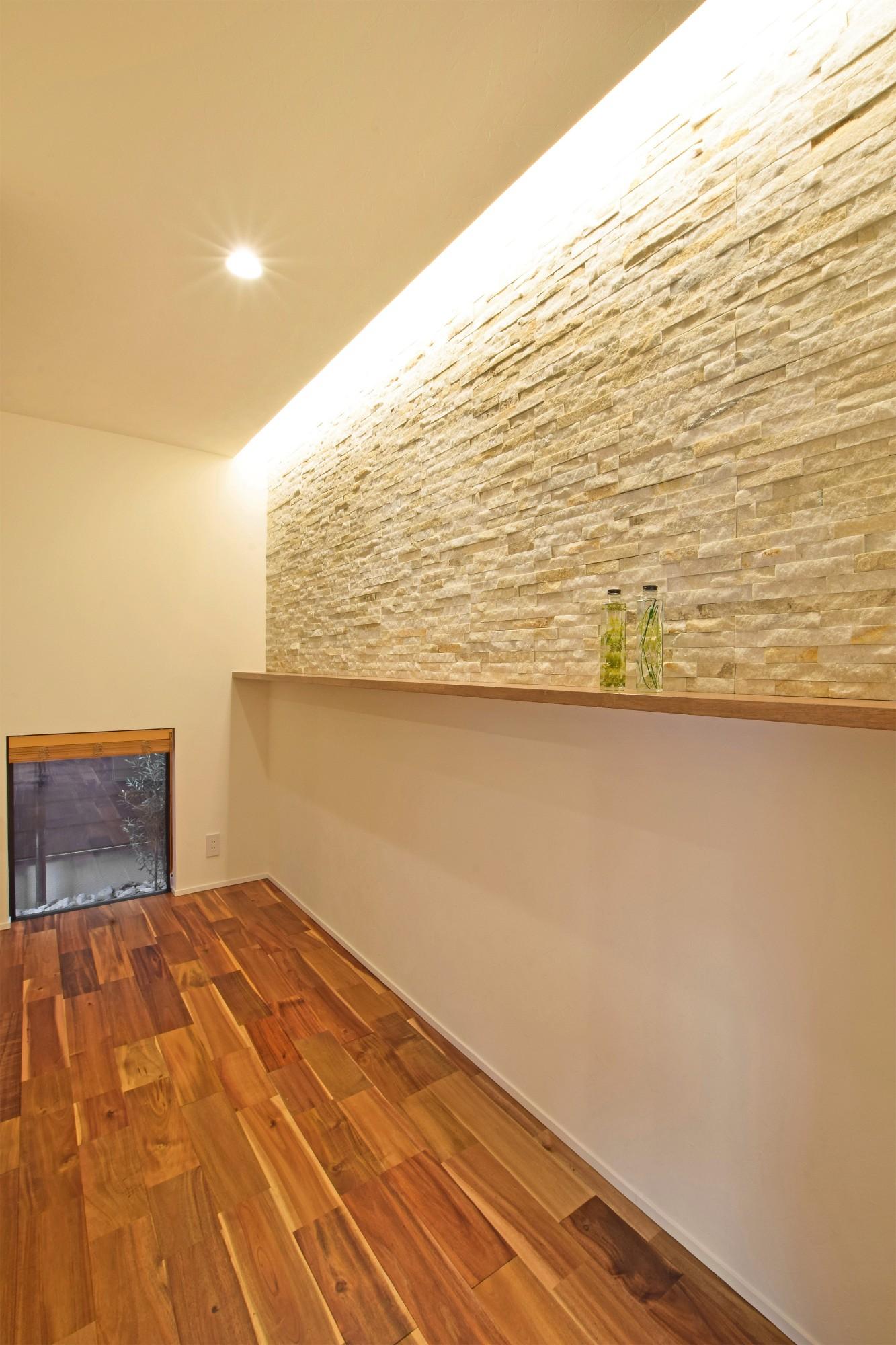 DETAIL HOME(ディテールホーム)「ペットと共生する三世代同居の平屋住宅」のシンプル・ナチュラルな玄関の実例写真