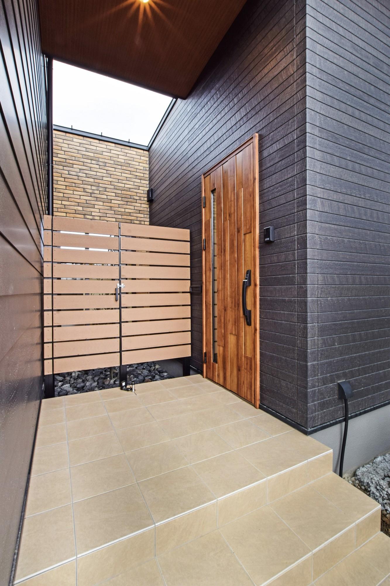 DETAIL HOME(ディテールホーム)「ペットと共生する三世代同居の平屋住宅」のシンプル・ナチュラルなポーチの実例写真