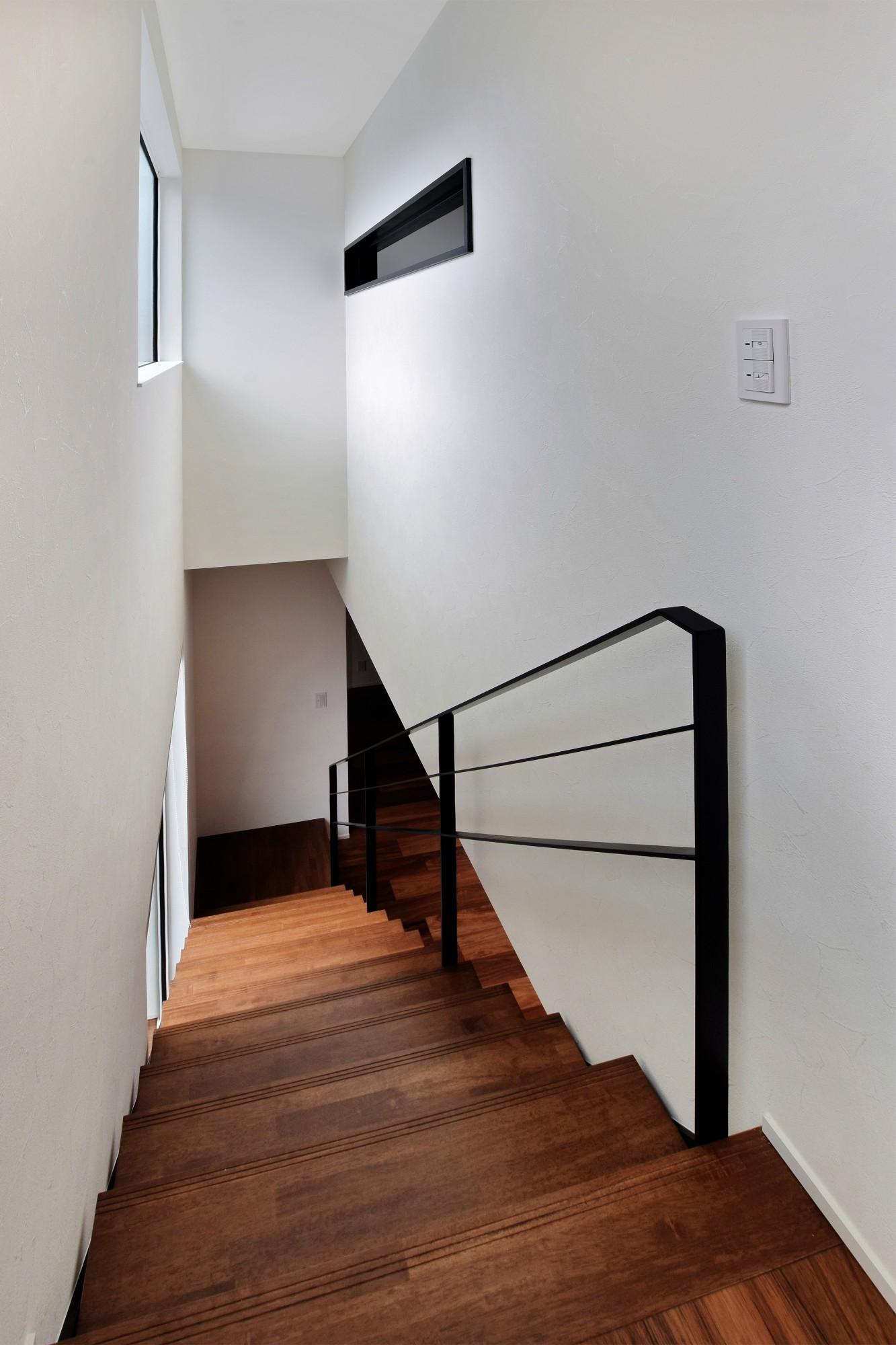 DETAIL HOME(ディテールホーム)「モールテックスキッチンとインテリアにこだわった住まい」のシンプル・ナチュラルな階段の実例写真