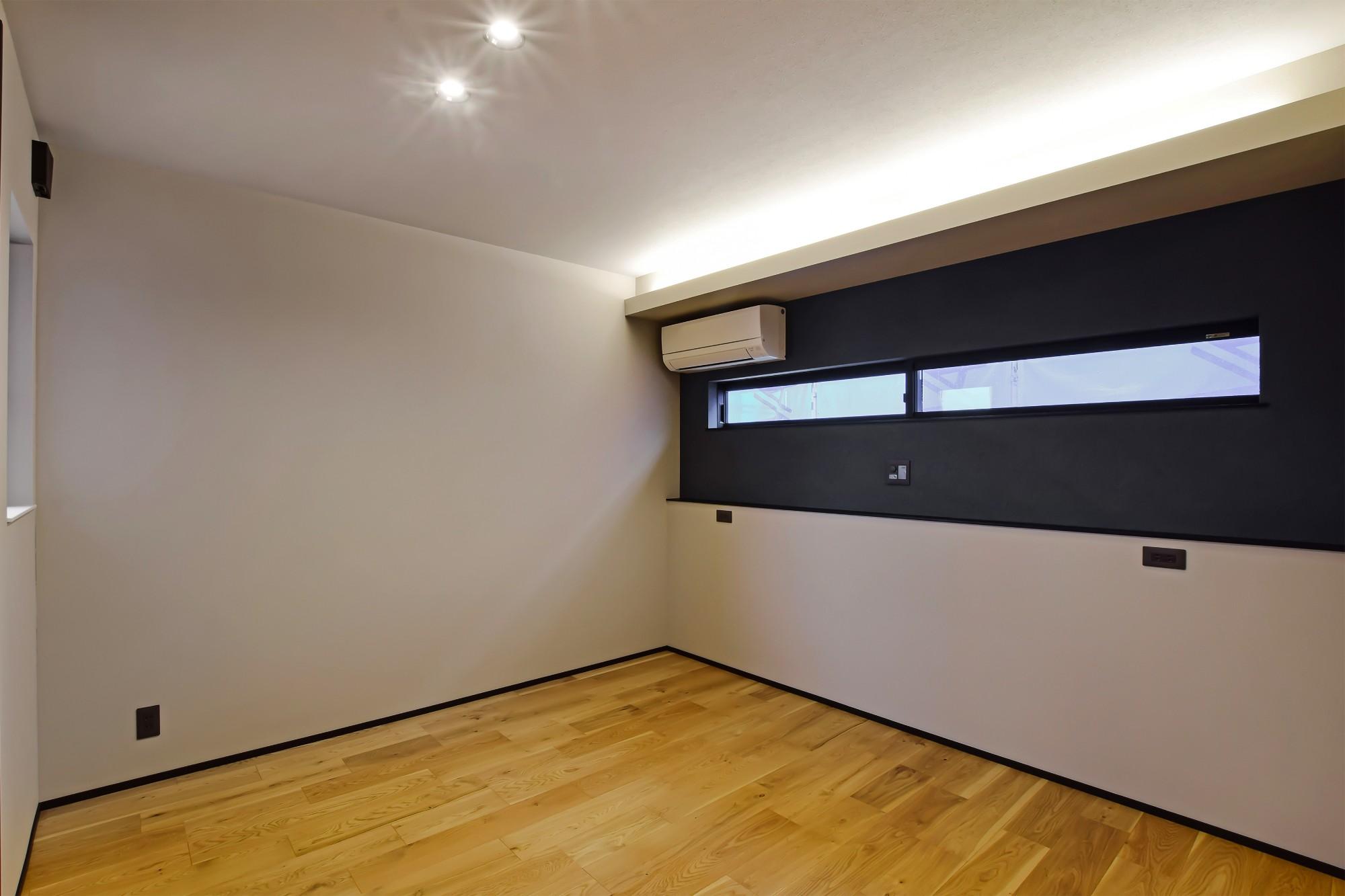DETAIL HOME(ディテールホーム)「内と外がつながる吹抜け大開口の住まい」のヴィンテージな居室の実例写真