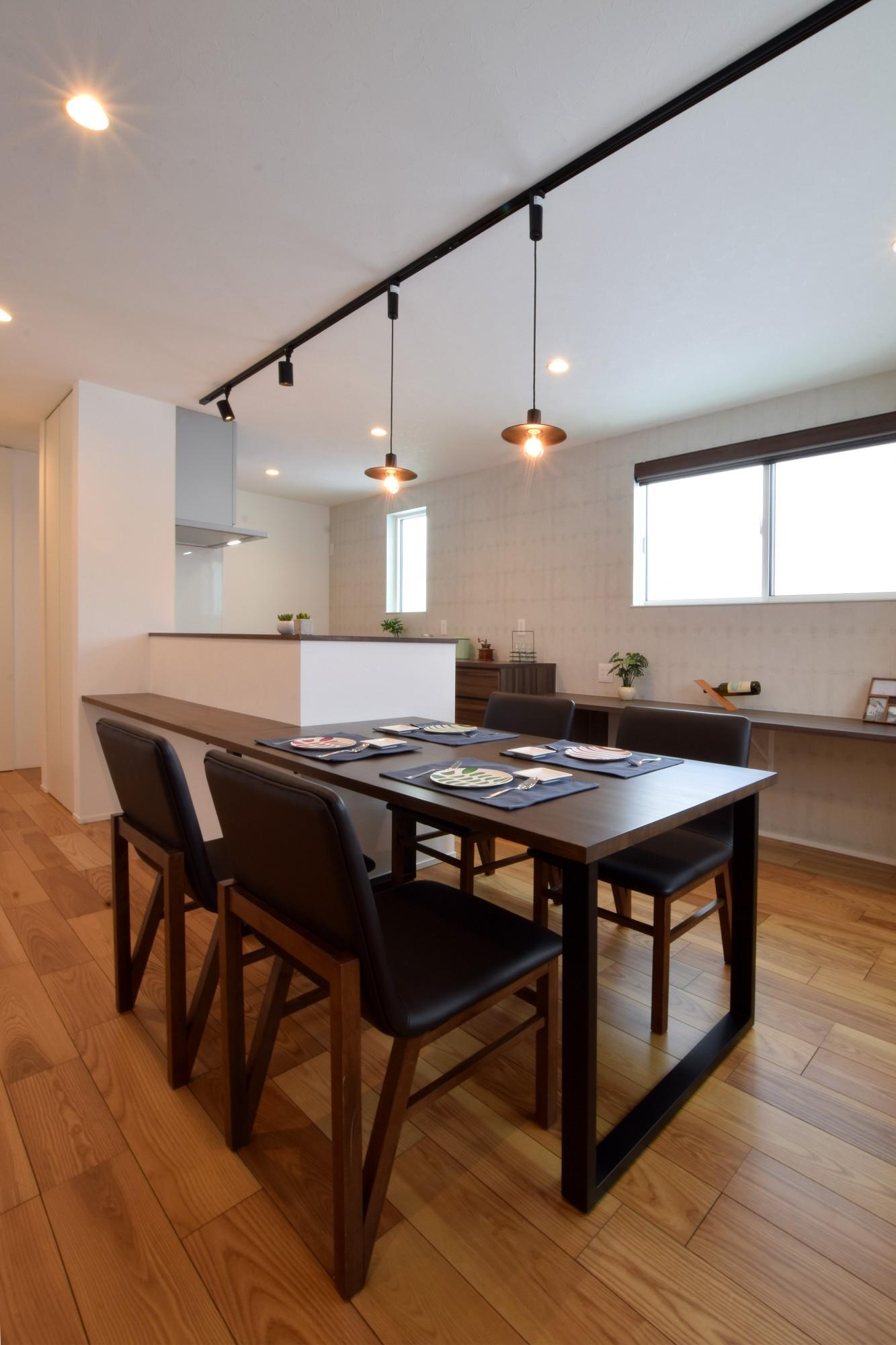 DETAIL HOME(ディテールホーム)「おうち時間を大切にした住まい」のシンプル・ナチュラルなキッチンの実例写真