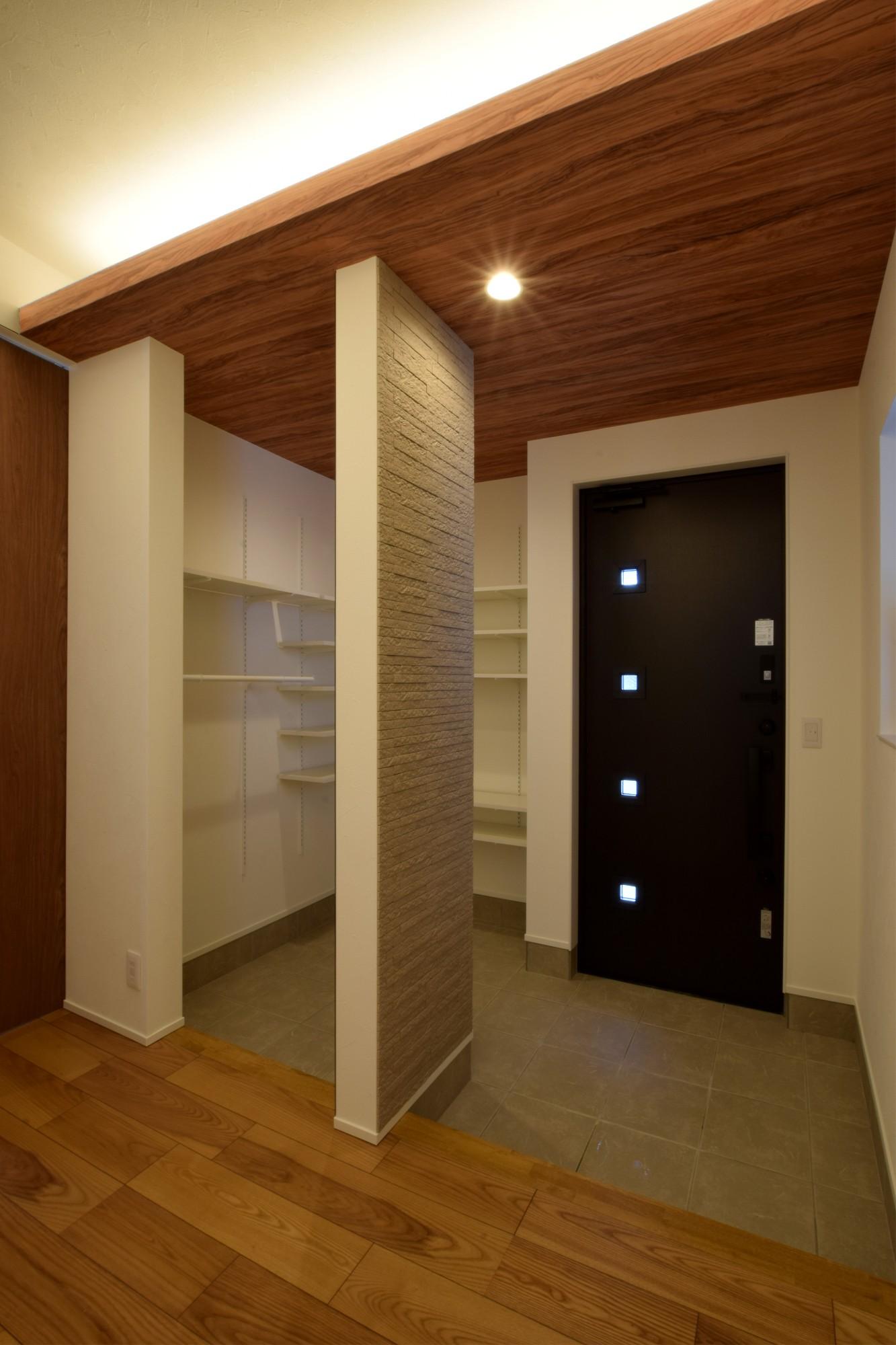 DETAIL HOME(ディテールホーム)「おうち時間を大切にした住まい」のシンプル・ナチュラルな玄関の実例写真