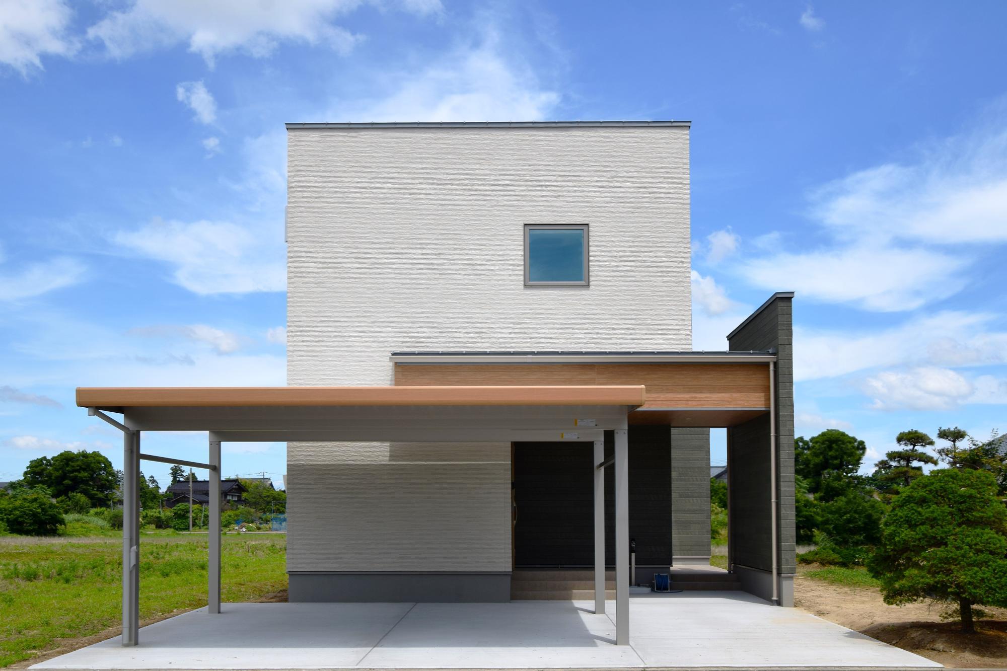 大きな吹抜けと家事ラク動線のある家の写真1