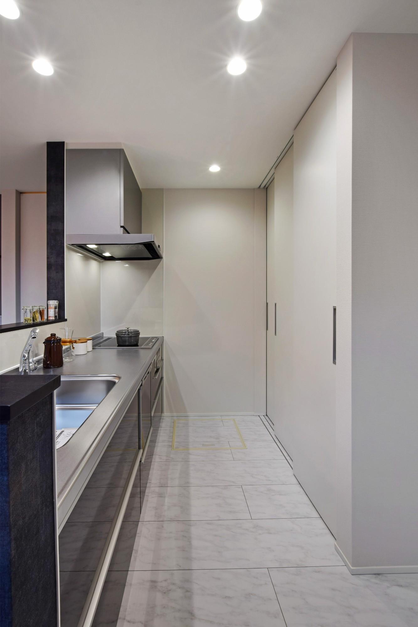 DETAIL HOME(ディテールホーム)「40代からのワンフロアスタイル」のシンプル・ナチュラルなキッチンの実例写真