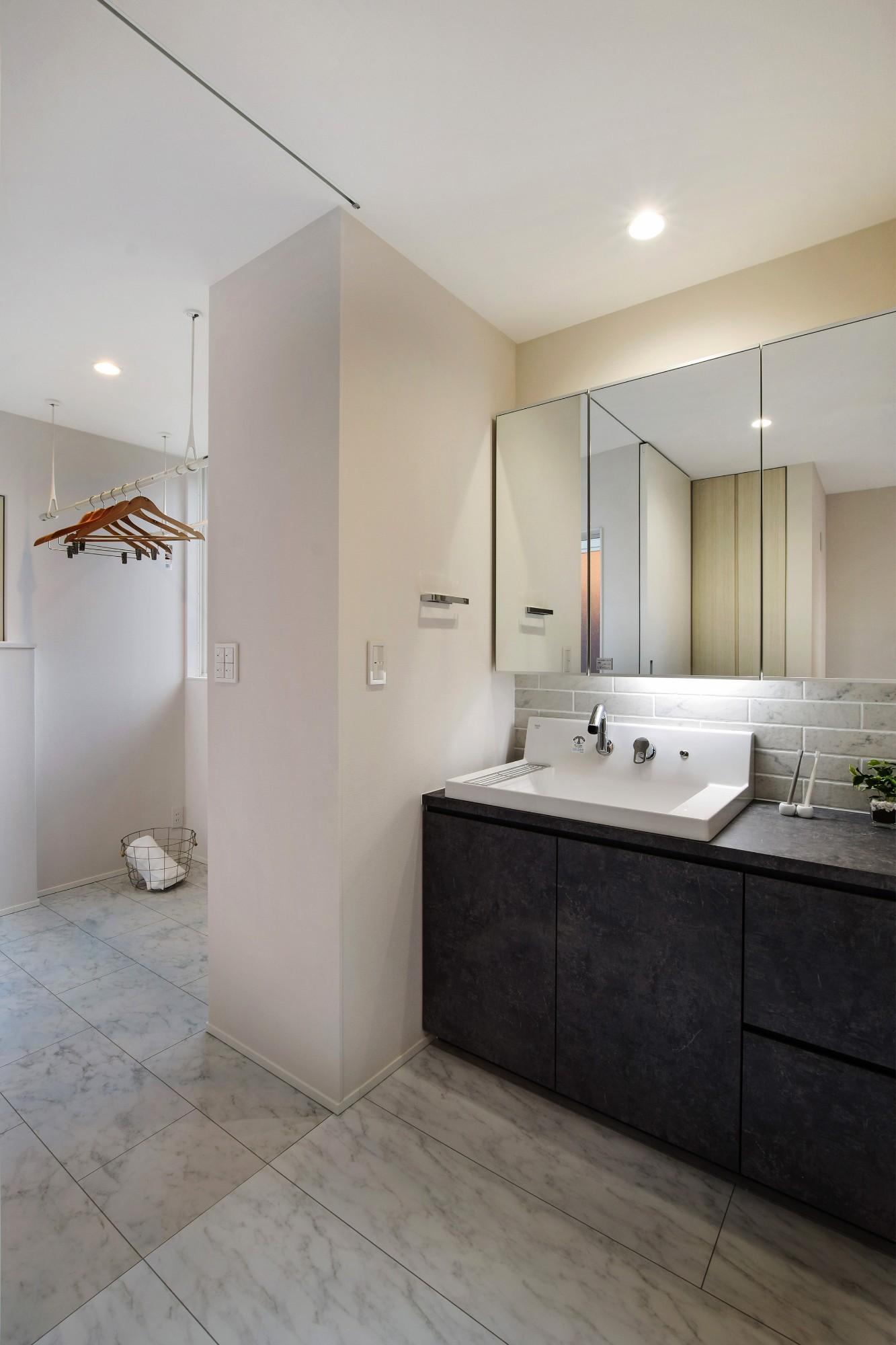 DETAIL HOME(ディテールホーム)「40代からのワンフロアスタイル」のシンプル・ナチュラルな洗面所・脱衣所の実例写真
