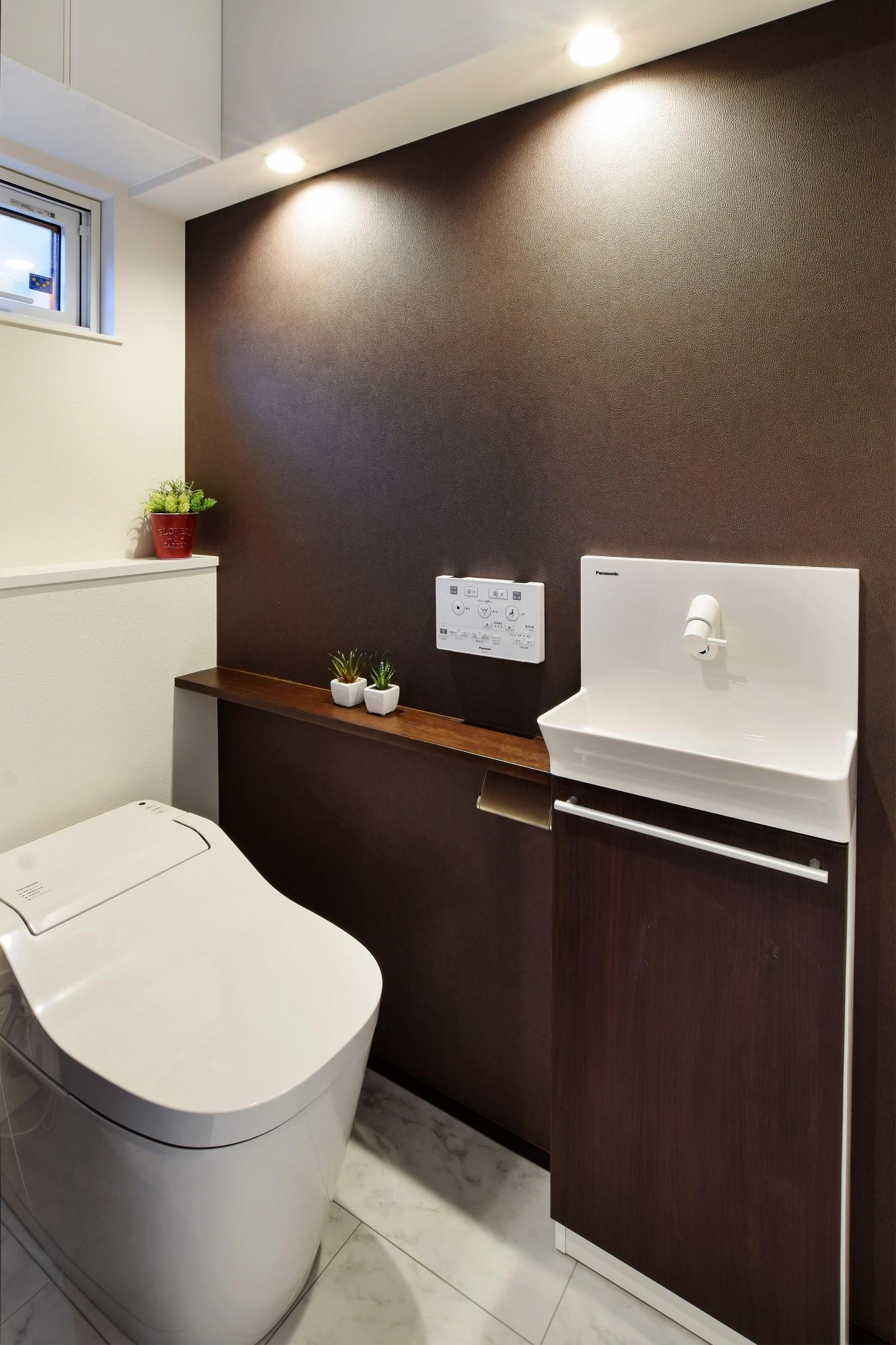 DETAIL HOME(ディテールホーム)「40代からのワンフロアスタイル」のシンプル・ナチュラルなトイレの実例写真