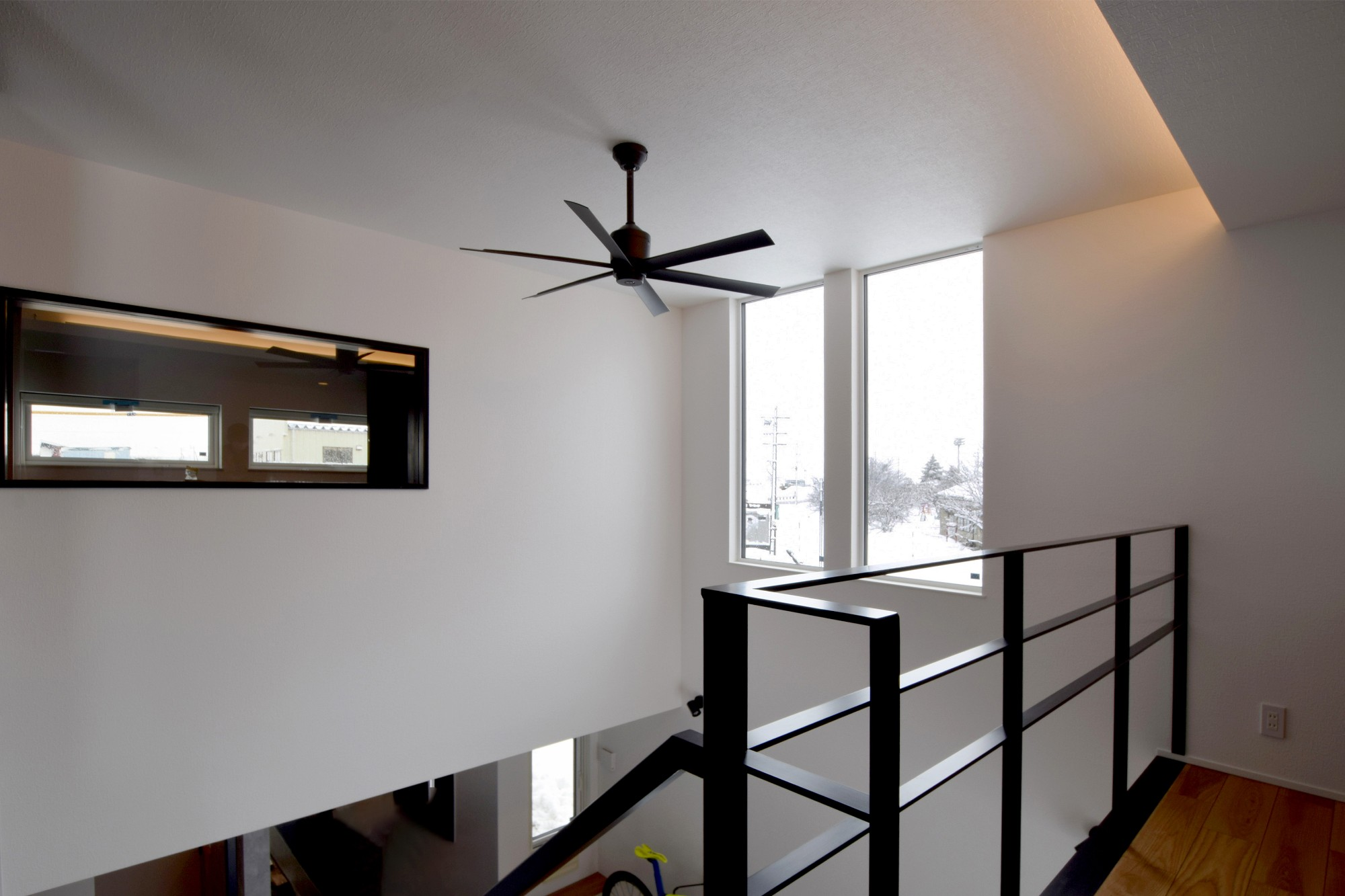 DETAIL HOME(ディテールホーム)「趣味と風景をたのしむ家」のヴィンテージな廊下の実例写真