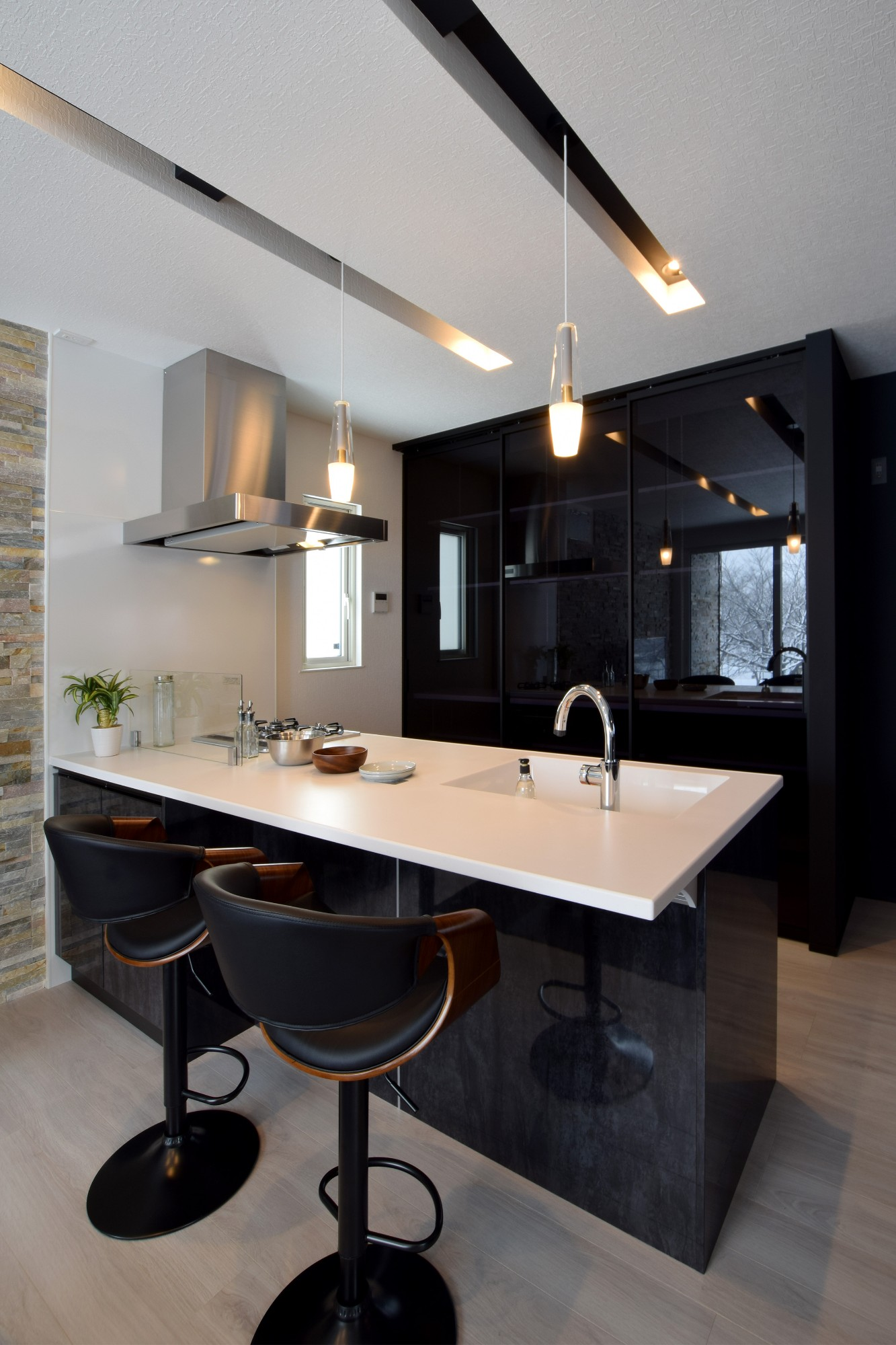 DETAIL HOME(ディテールホーム)「趣味と風景をたのしむ家」のヴィンテージなキッチンの実例写真