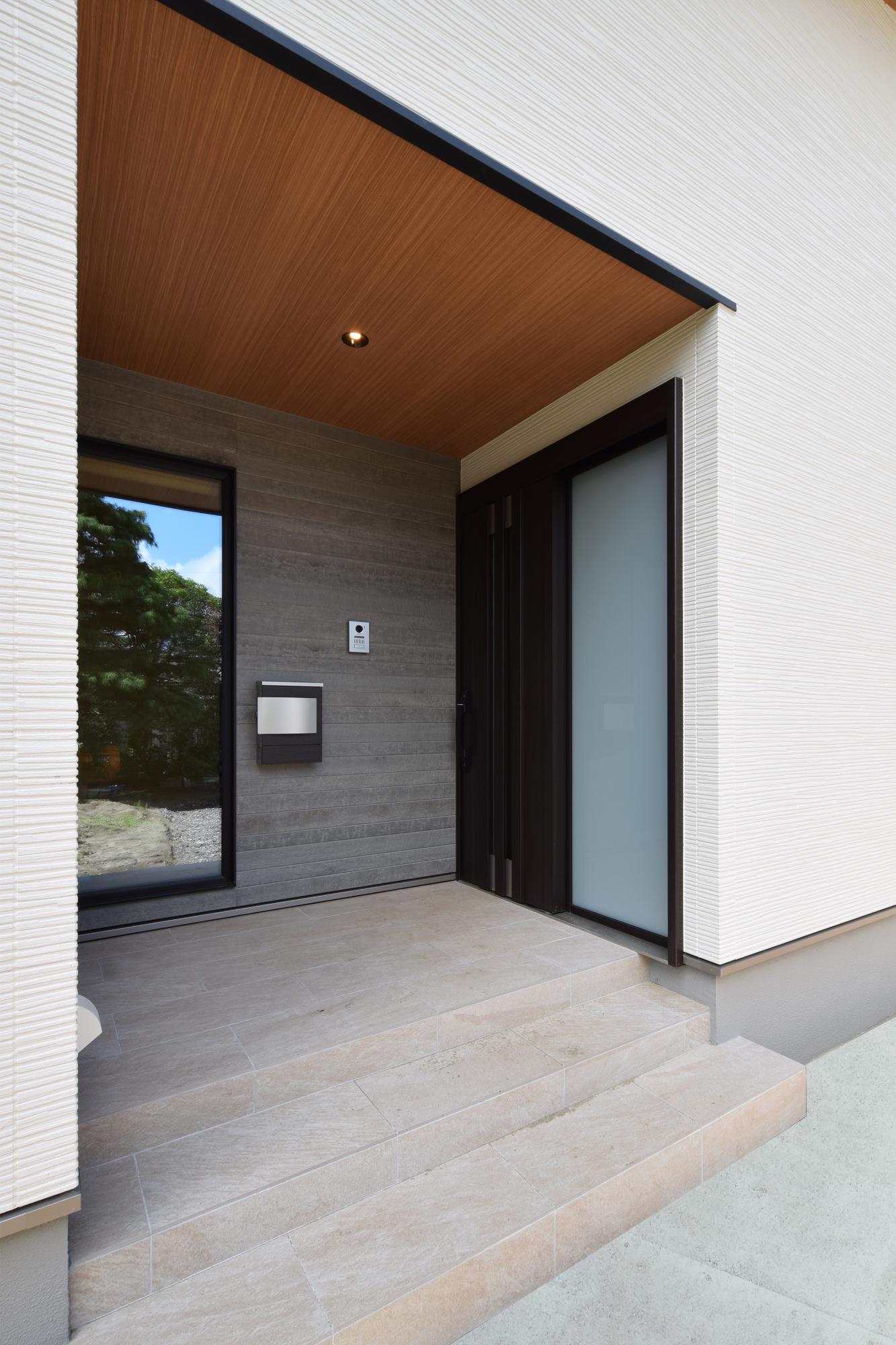 DETAIL HOME(ディテールホーム)「二世帯で住まう和モダン平屋住宅」のモダン・和風・和モダンな外観の実例写真