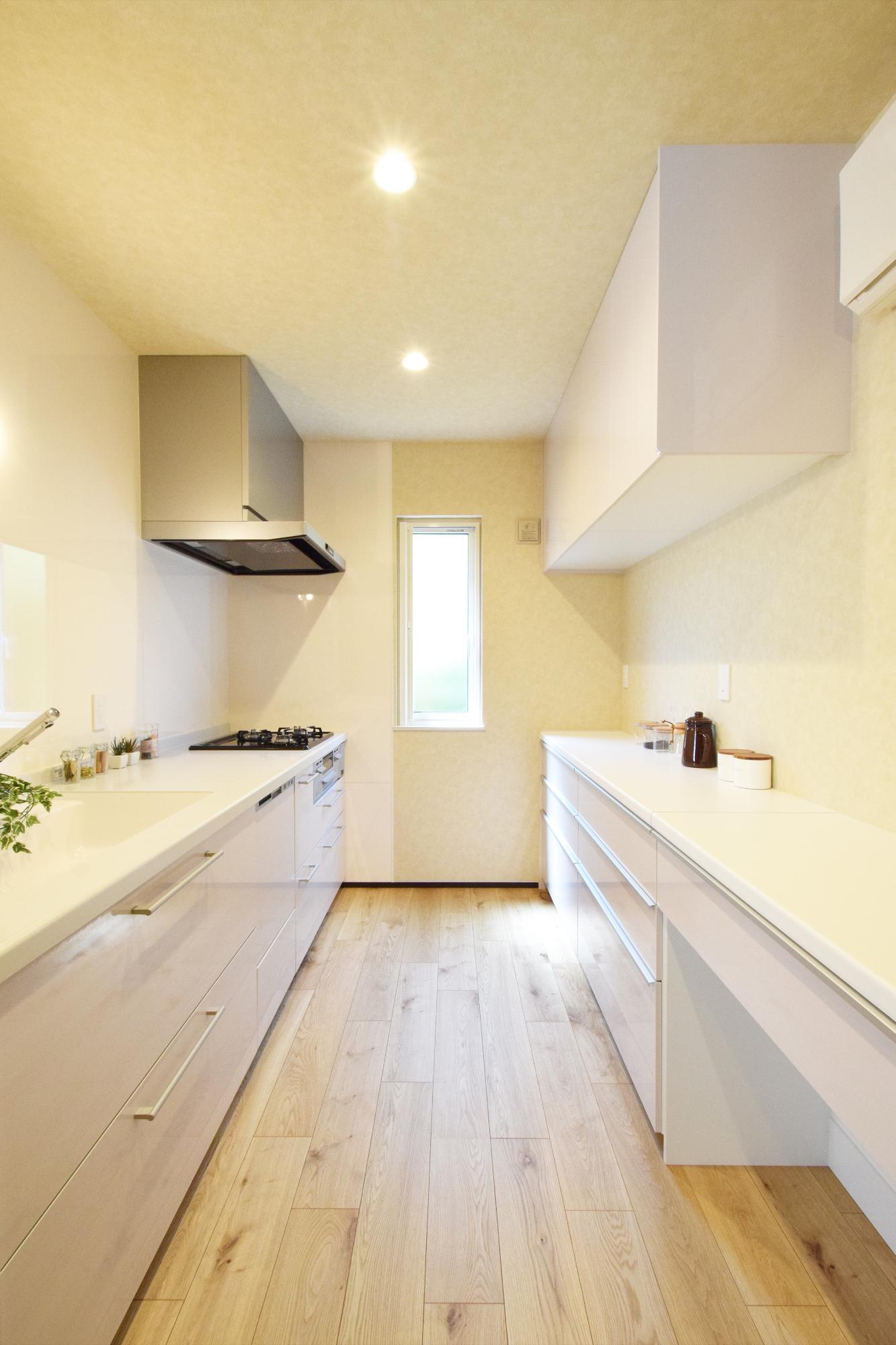 DETAIL HOME(ディテールホーム)「二世帯で住まう和モダン平屋住宅」のモダン・和風・和モダンなキッチンの実例写真