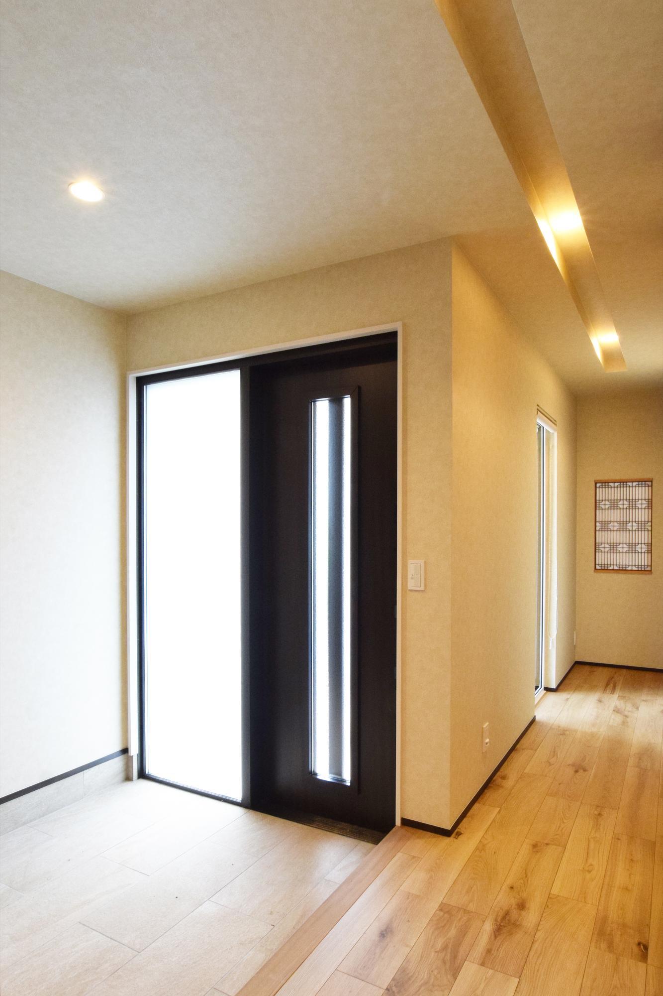 DETAIL HOME(ディテールホーム)「二世帯で住まう和モダン平屋住宅」のモダン・和風・和モダンな玄関の実例写真