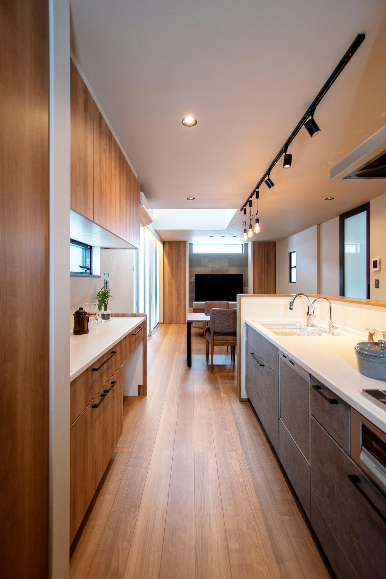 DETAIL HOME(ディテールホーム)「光が降りそそぐ開放感のある家」のシンプル・ナチュラルなキッチンの実例写真