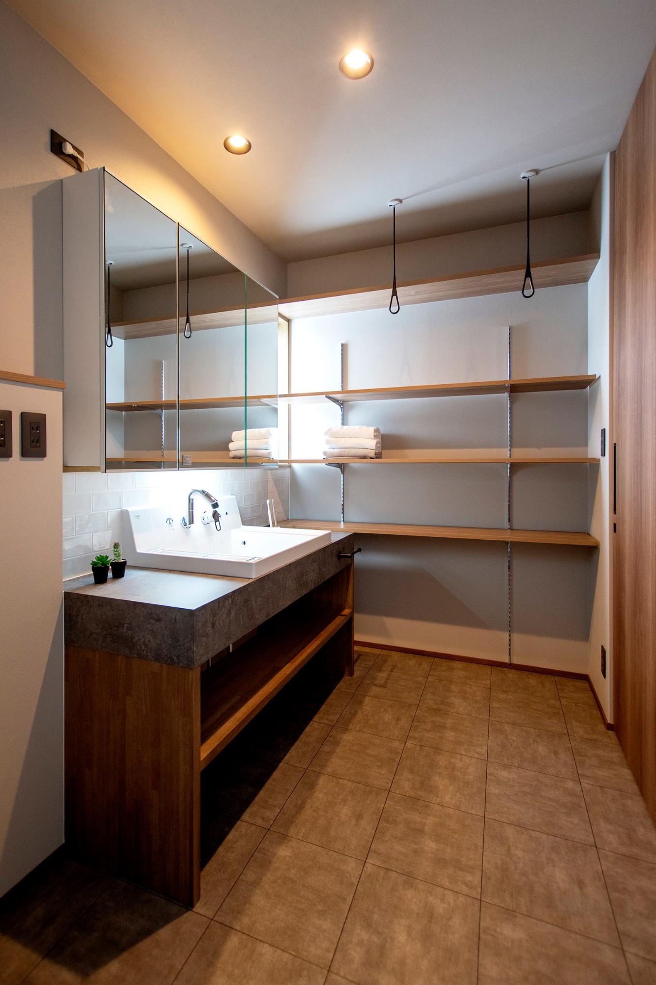 DETAIL HOME(ディテールホーム)「光が降りそそぐ開放感のある家」のシンプル・ナチュラルな洗面所・脱衣所の実例写真