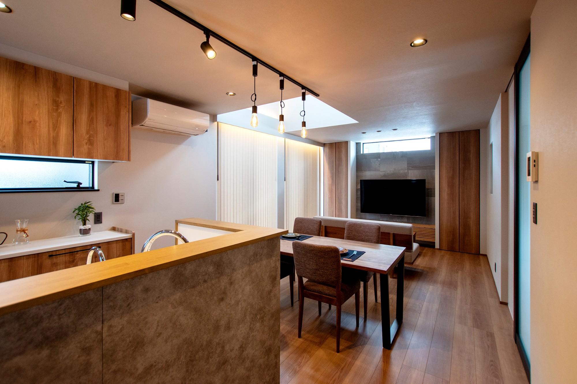 DETAIL HOME(ディテールホーム)「光が降りそそぐ開放感のある家」のシンプル・ナチュラルなリビング・ダイニングの実例写真