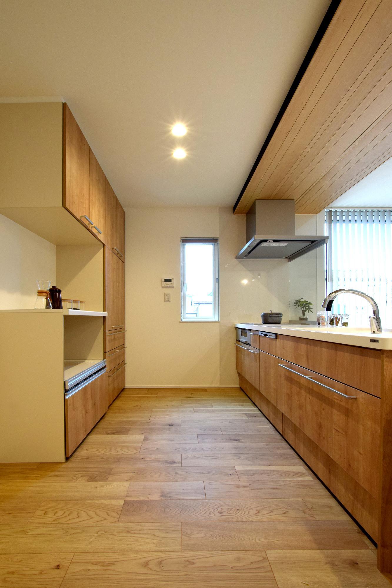 DETAIL HOME(ディテールホーム)「親の同居を見据えた機能住宅」のシンプル・ナチュラル・モダンなキッチンの実例写真