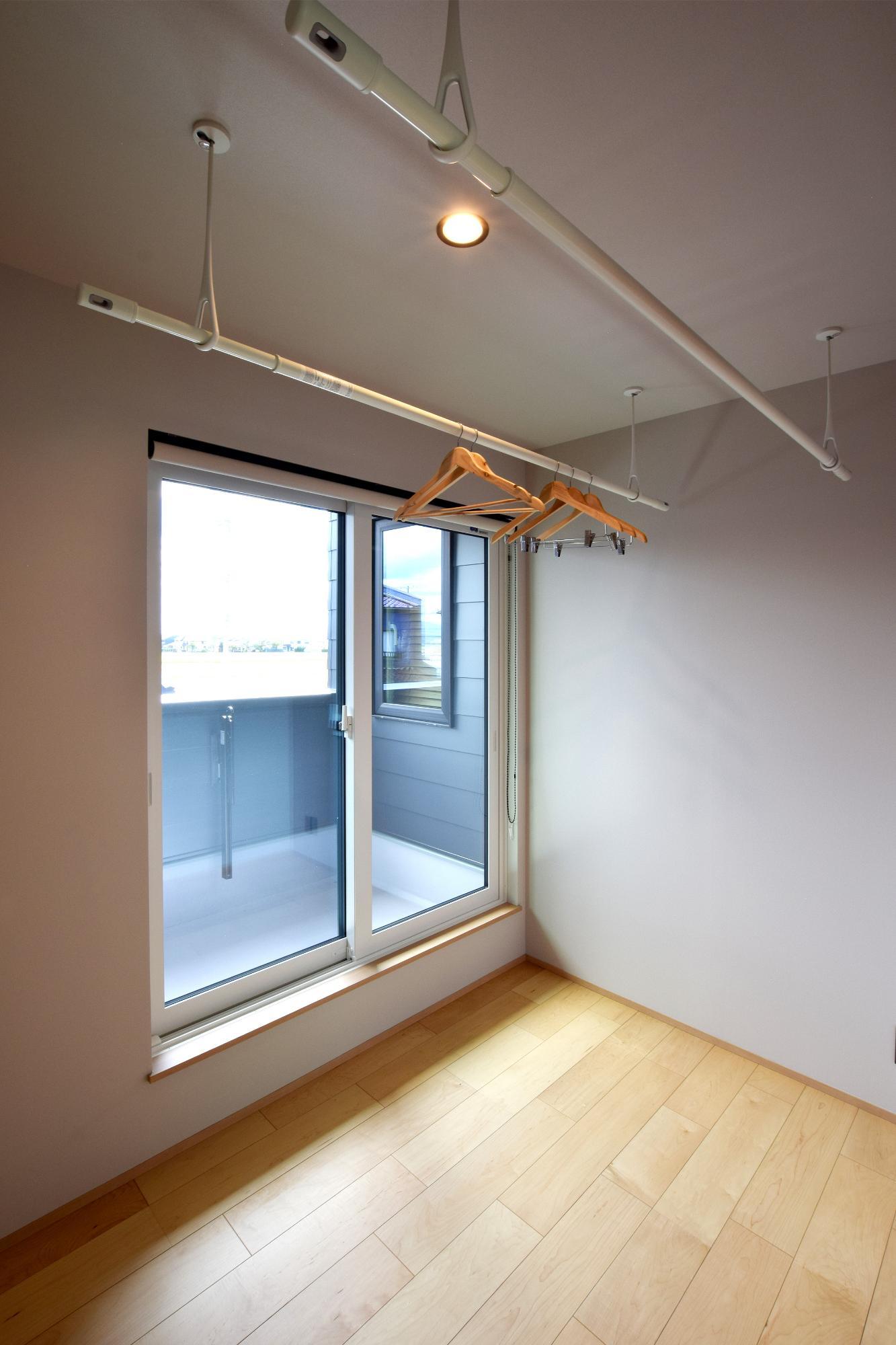 DETAIL HOME(ディテールホーム)「ハコ型という選択×耐震3の家」のシンプル・ナチュラルな洗面所・脱衣所の実例写真