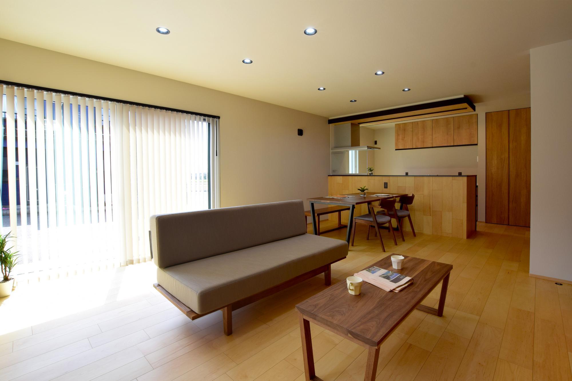 DETAIL HOME(ディテールホーム)「ハコ型という選択×耐震3の家」のシンプル・ナチュラルなリビング・ダイニングの実例写真