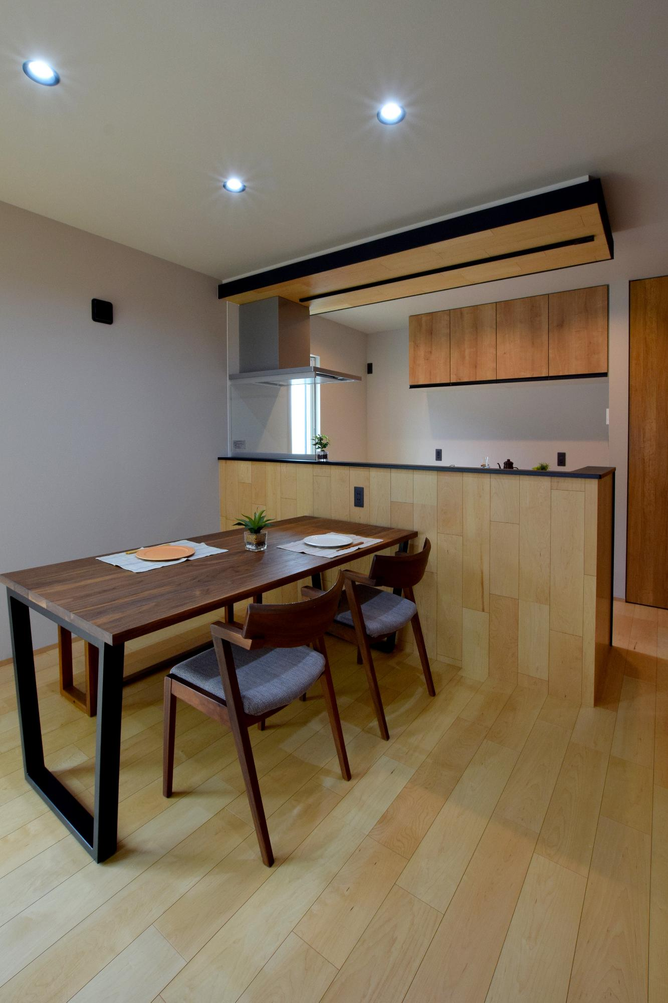 DETAIL HOME(ディテールホーム)「ハコ型という選択×耐震3の家」のシンプル・ナチュラルなキッチンの実例写真