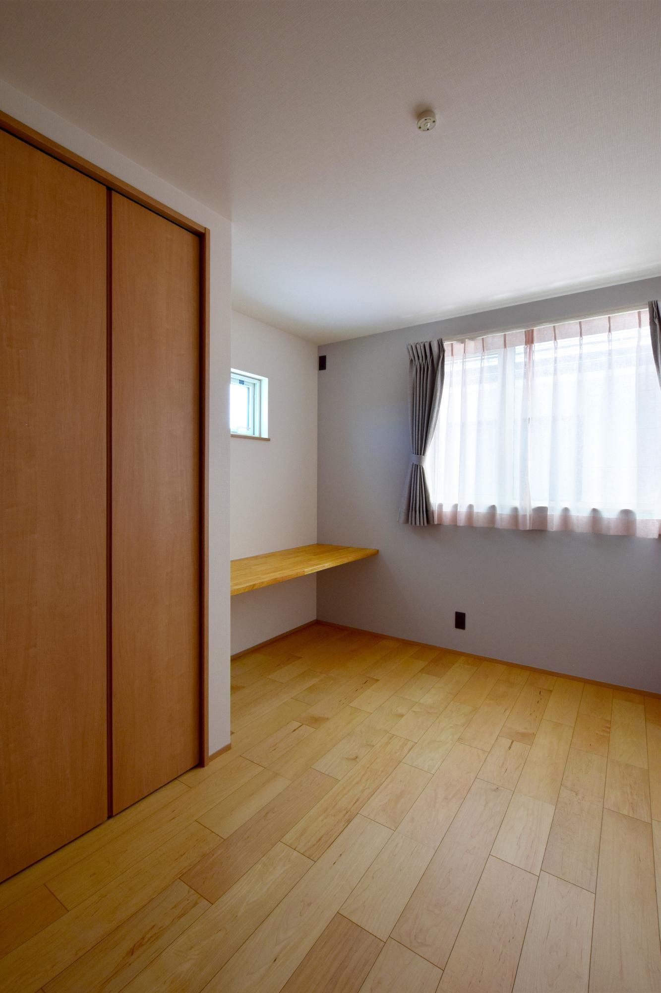 DETAIL HOME(ディテールホーム)「ハコ型という選択×耐震3の家」のシンプル・ナチュラルな居室の実例写真