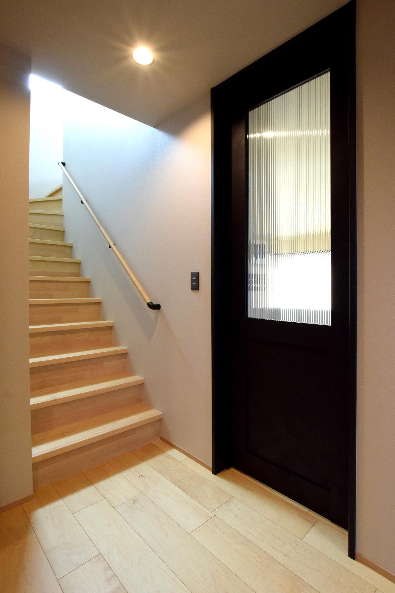 DETAIL HOME(ディテールホーム)「ハコ型という選択×耐震3の家」のシンプル・ナチュラルな階段の実例写真