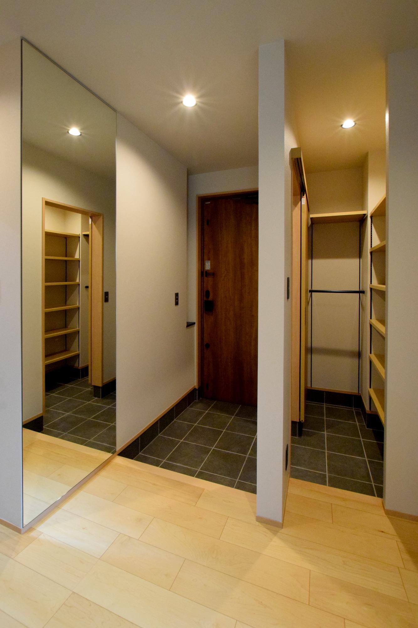 DETAIL HOME(ディテールホーム)「ハコ型という選択×耐震3の家」のシンプル・ナチュラルな玄関の実例写真