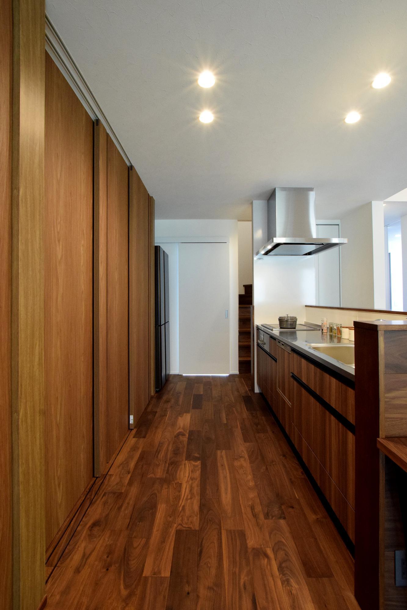 DETAIL HOME(ディテールホーム)「素材のイロドリを生かす」のシンプル・ナチュラル・モダンなキッチンの実例写真